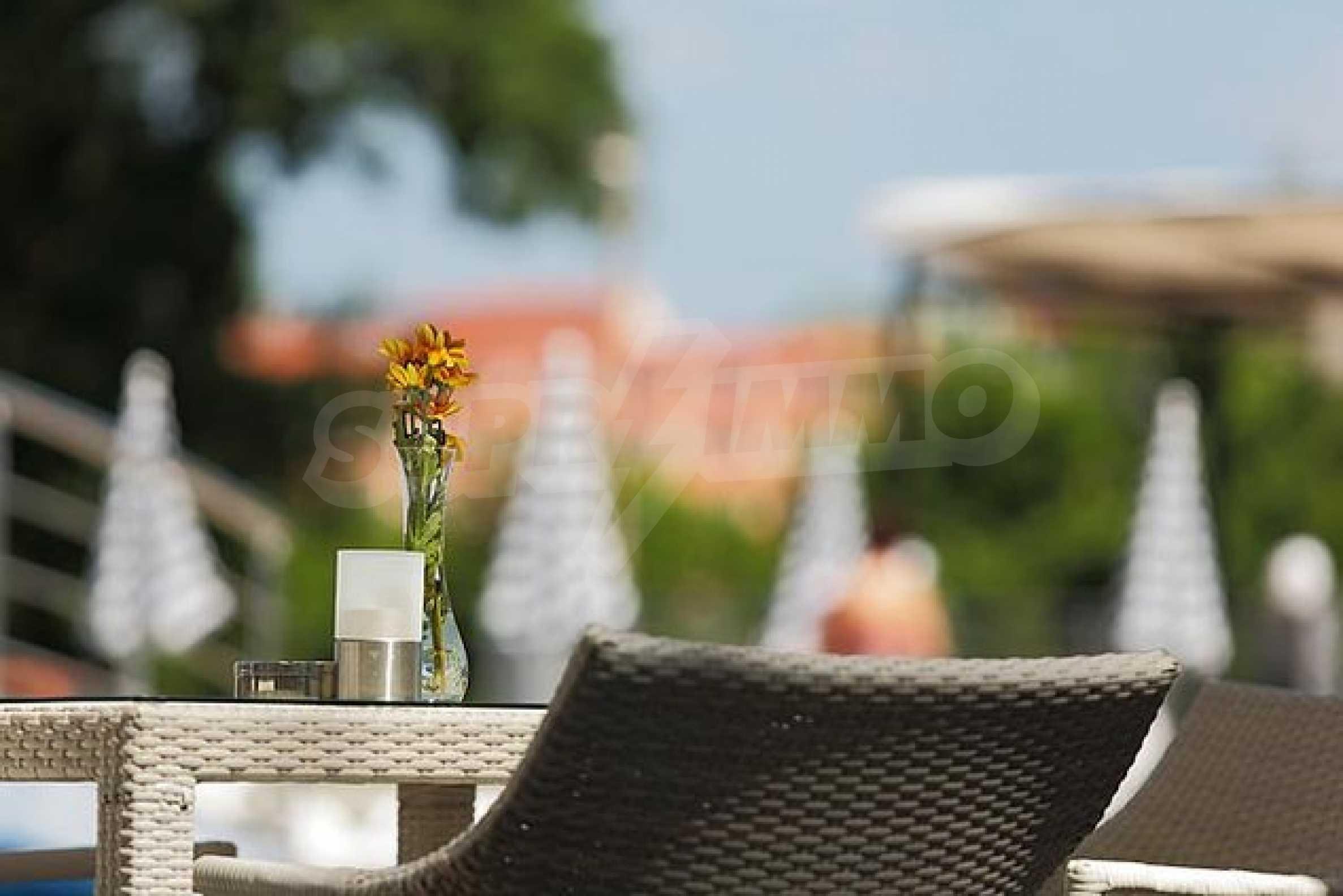 Einrichtung mit Restaurant, Bar und Pool-Bar im Meer-Kurort Lozenets 22
