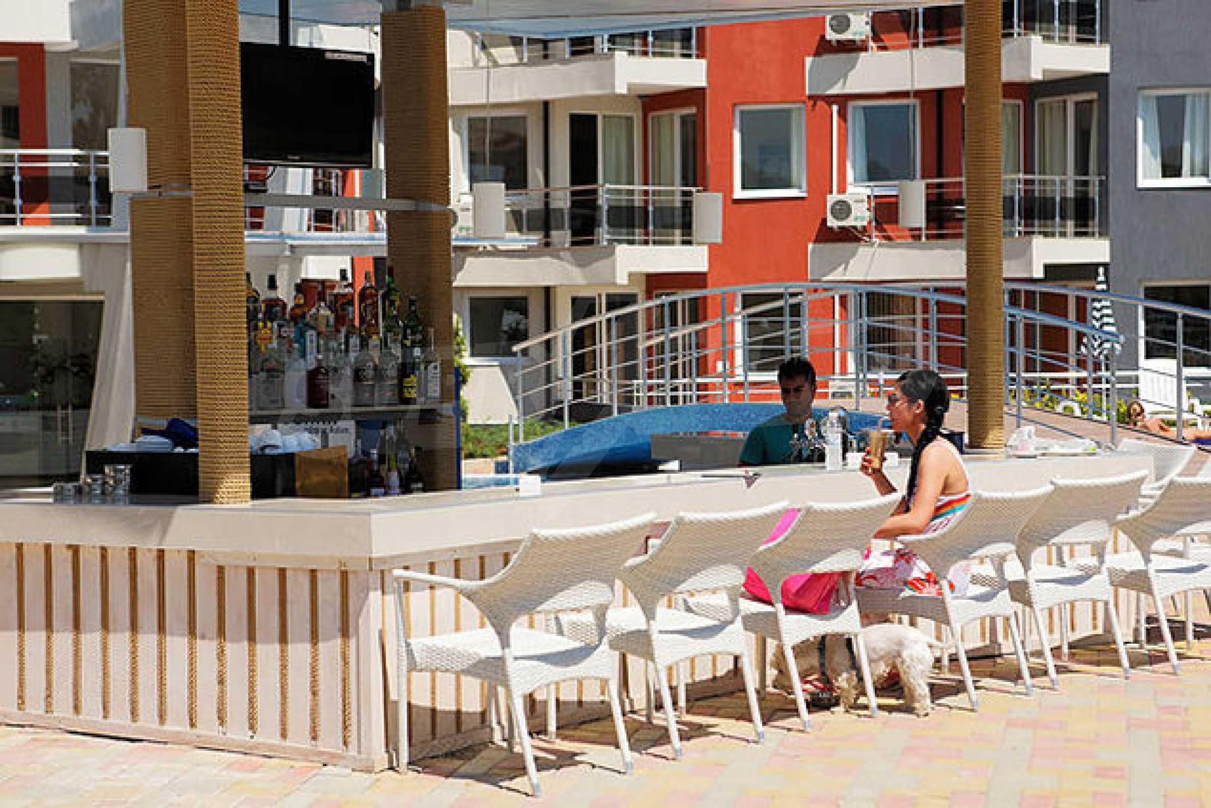 Einrichtung mit Restaurant, Bar und Pool-Bar im Meer-Kurort Lozenets 3