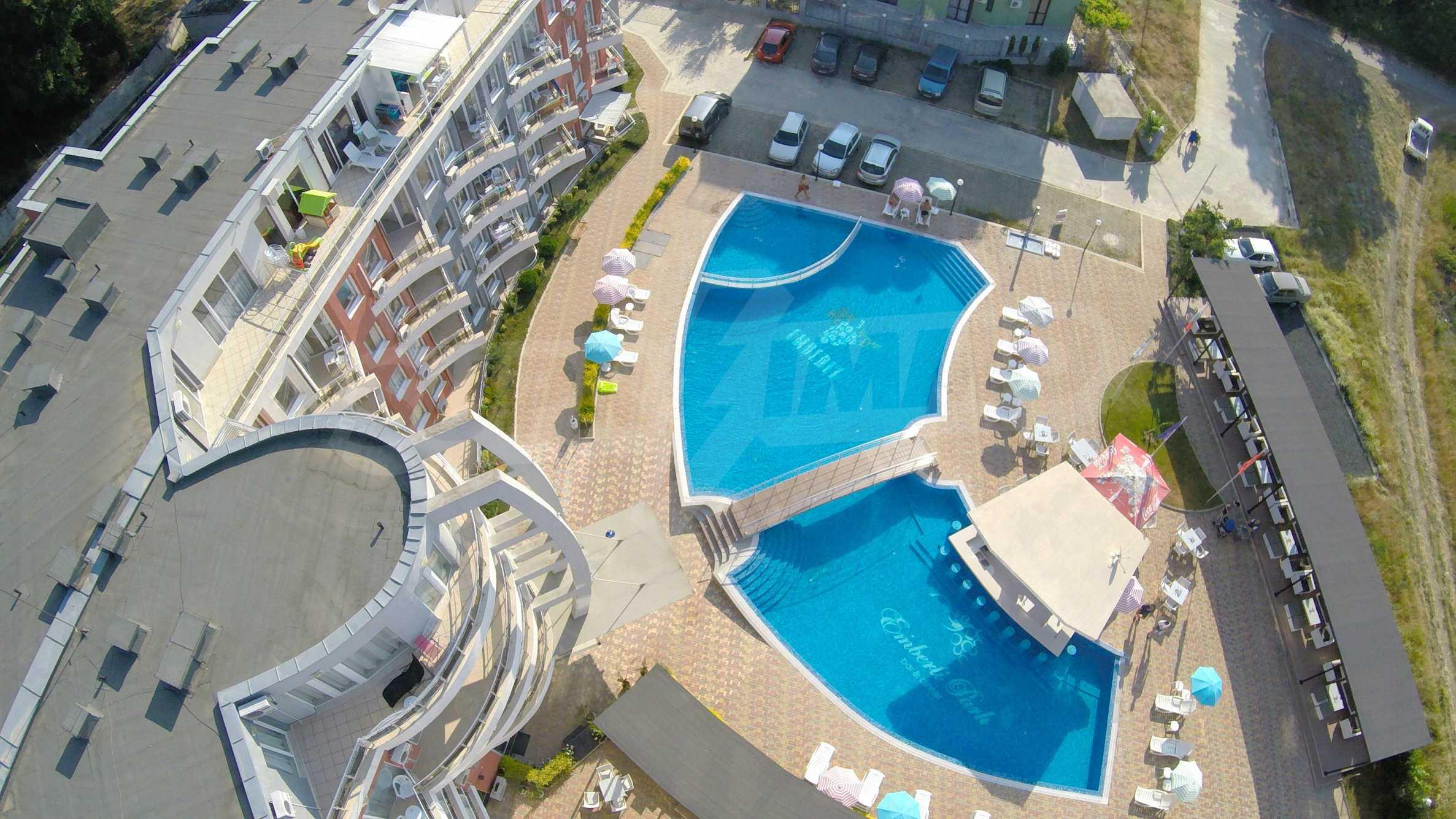 Einrichtung mit Restaurant, Bar und Pool-Bar im Meer-Kurort Lozenets 32