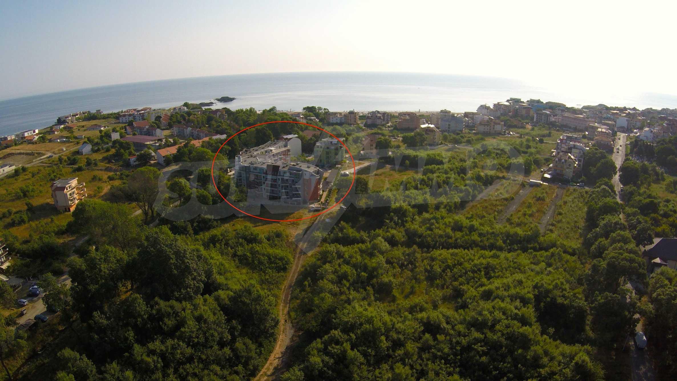 Ресторант, бар и пул-бар с градина в морския курорт Лозенец 40
