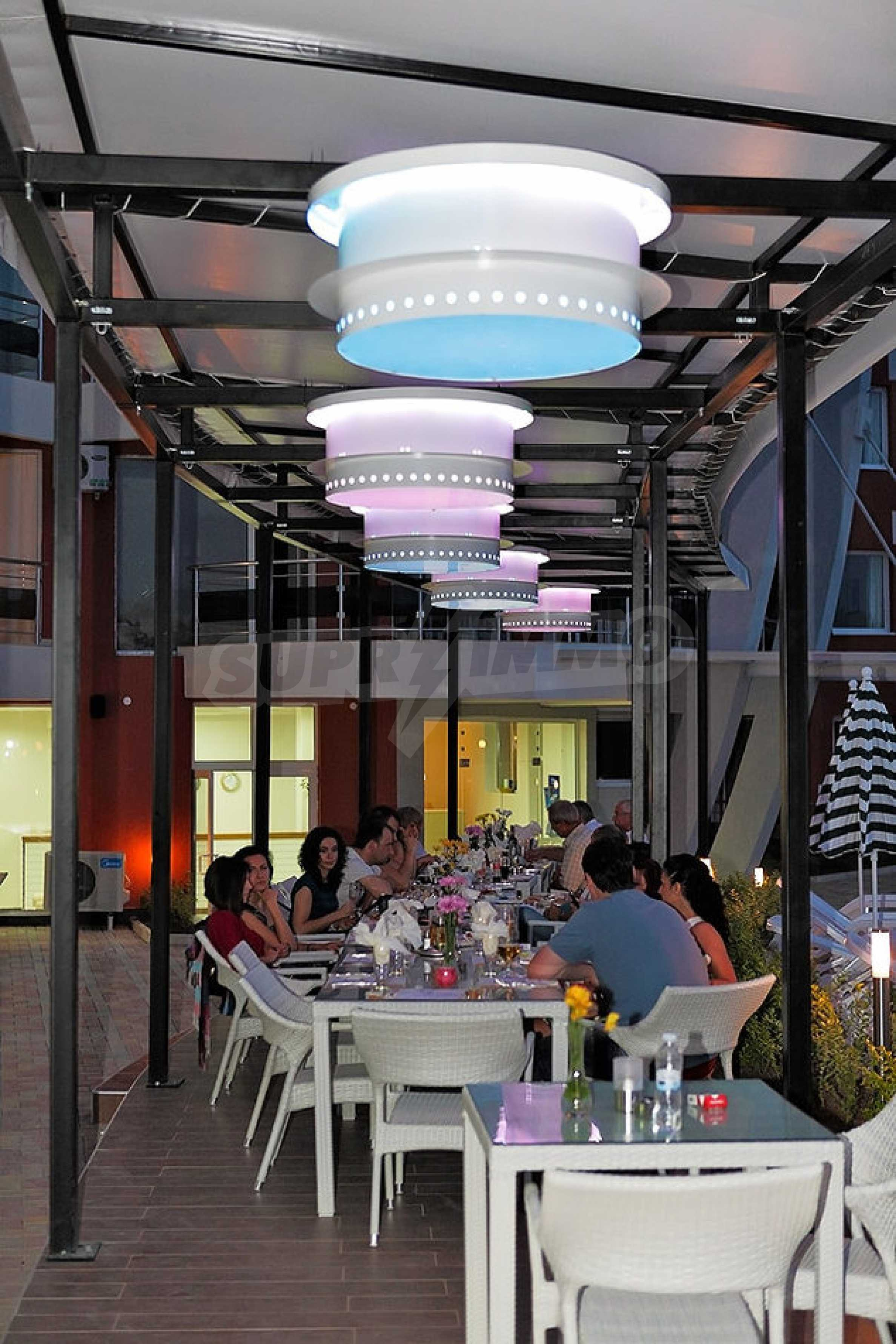 Einrichtung mit Restaurant, Bar und Pool-Bar im Meer-Kurort Lozenets 6