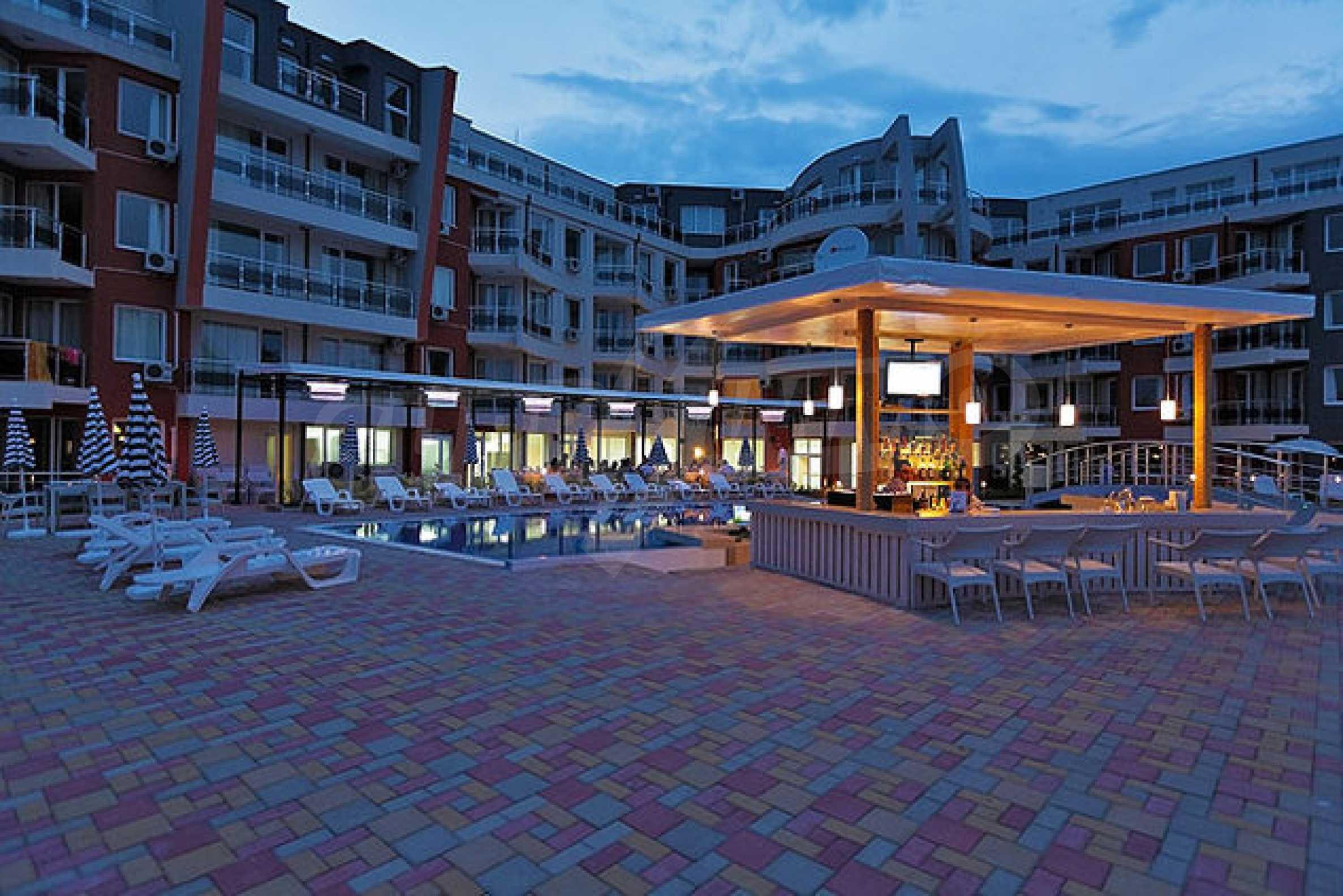 Einrichtung mit Restaurant, Bar und Pool-Bar im Meer-Kurort Lozenets 7