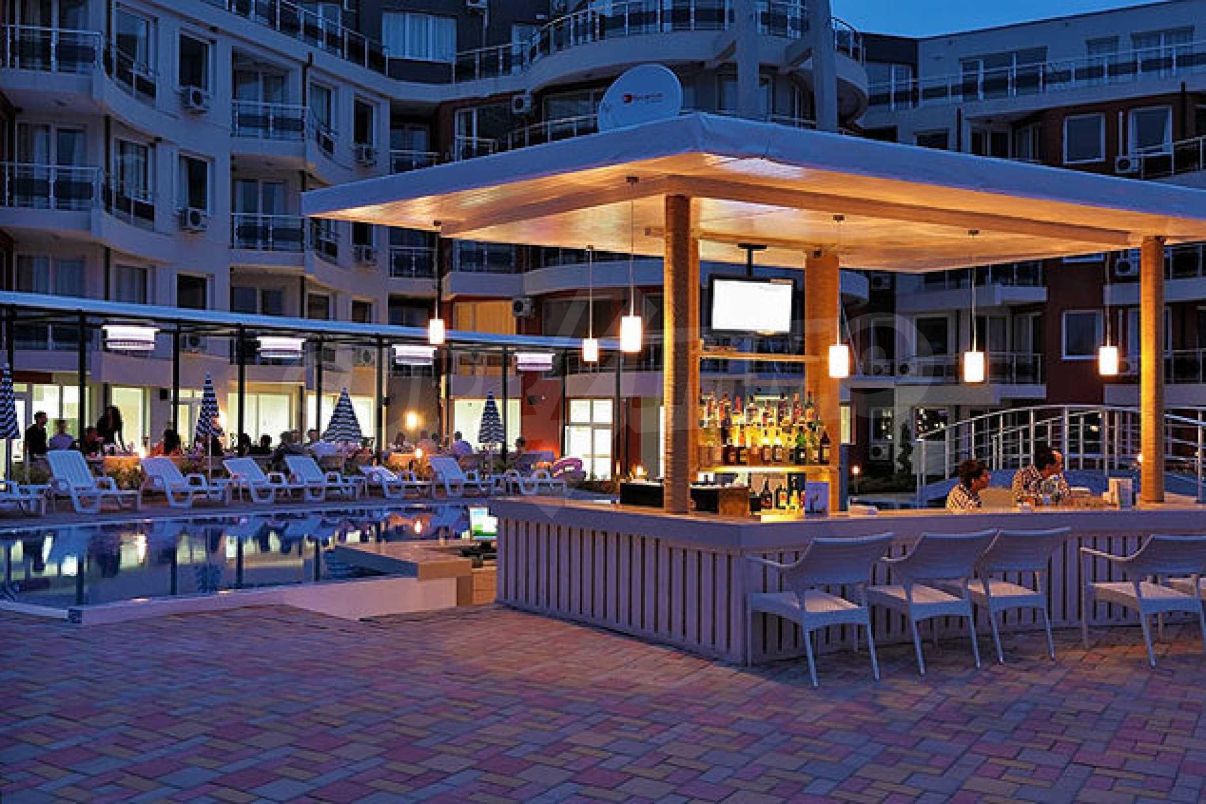 Einrichtung mit Restaurant, Bar und Pool-Bar im Meer-Kurort Lozenets 8