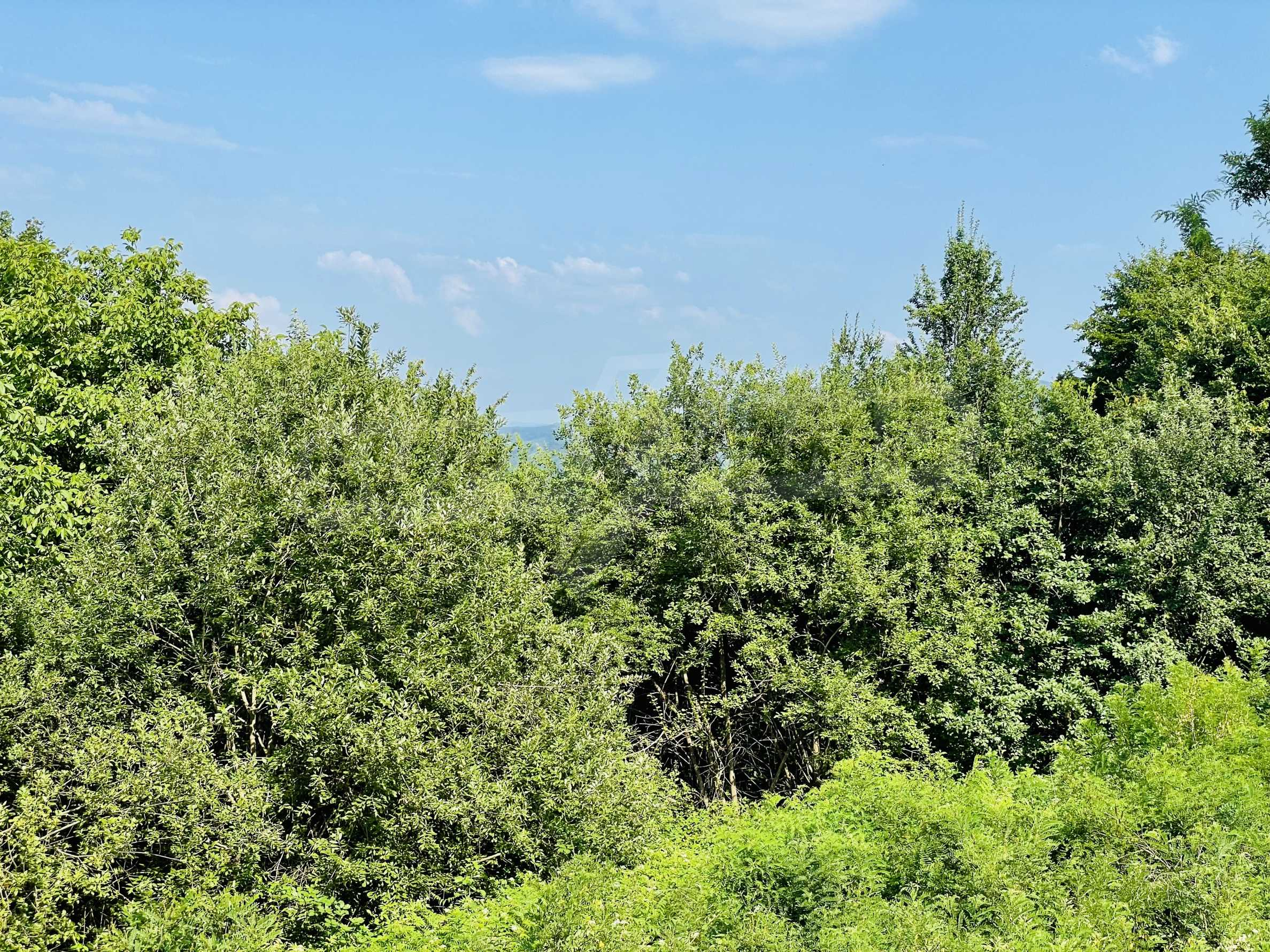 Земя с красива панорамна гледка към Балкана и язовир  Йовковци  3