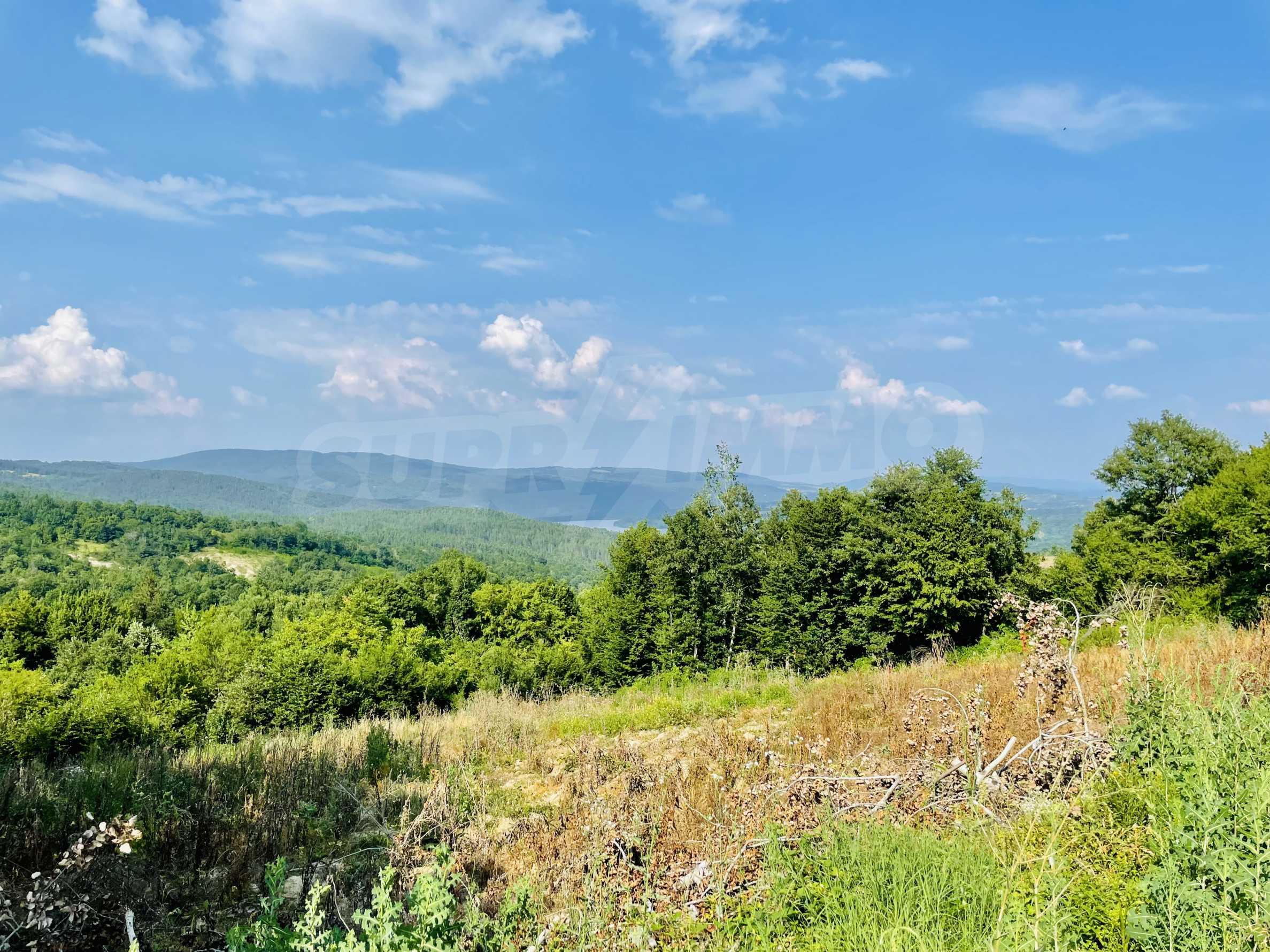 Земя с красива панорамна гледка към Балкана и язовир  Йовковци  5