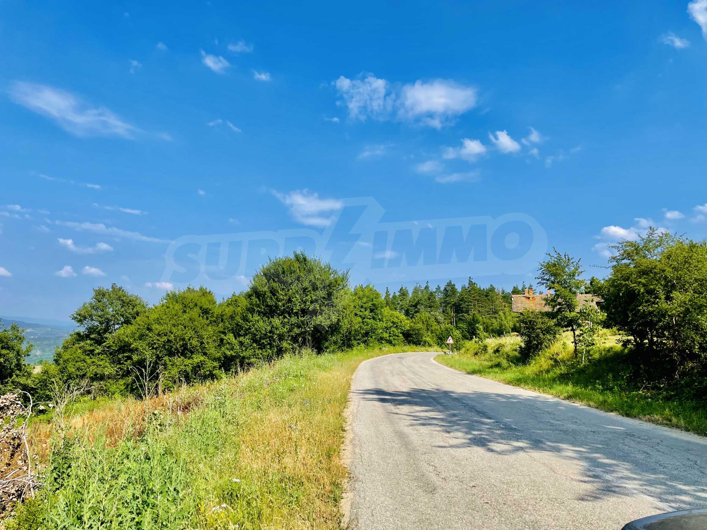Земя с красива панорамна гледка към Балкана и язовир  Йовковци  6