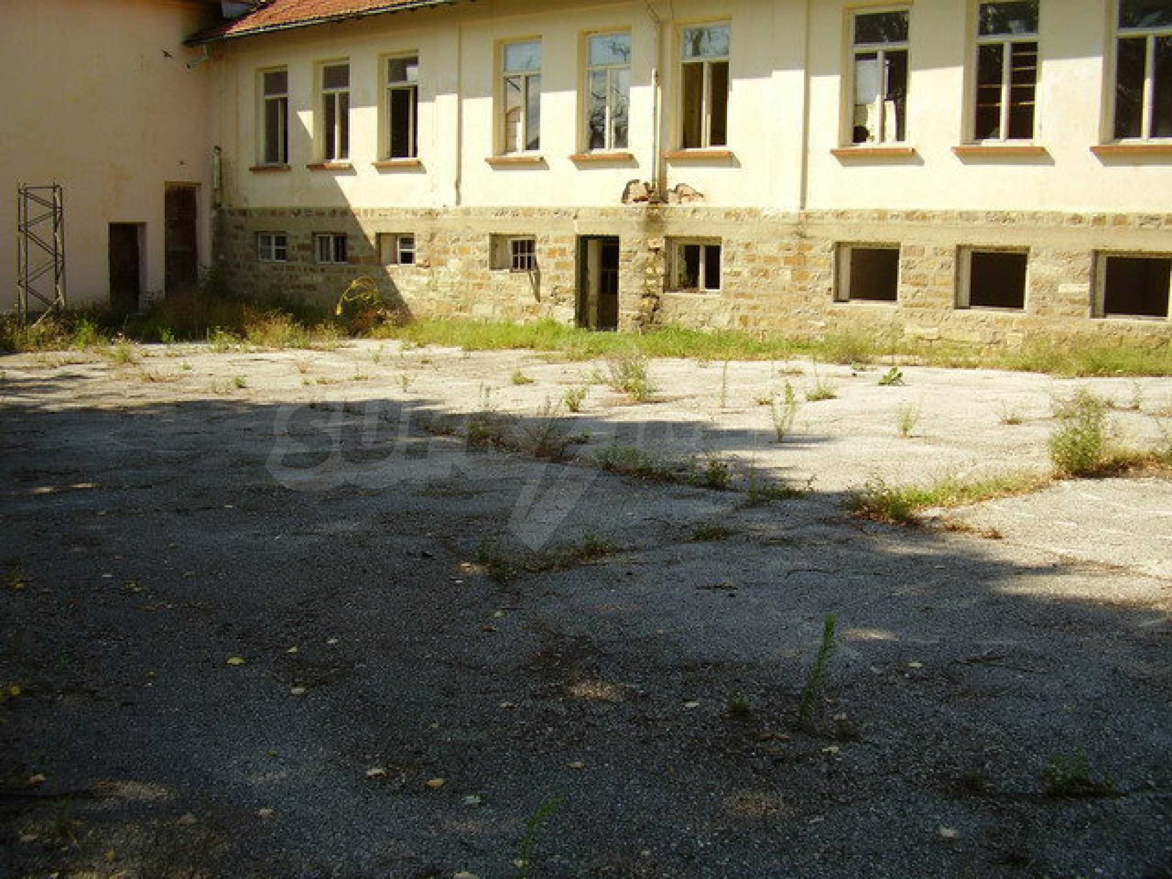Old school in a village located between towns Dryanovo and Kilifarevo 2