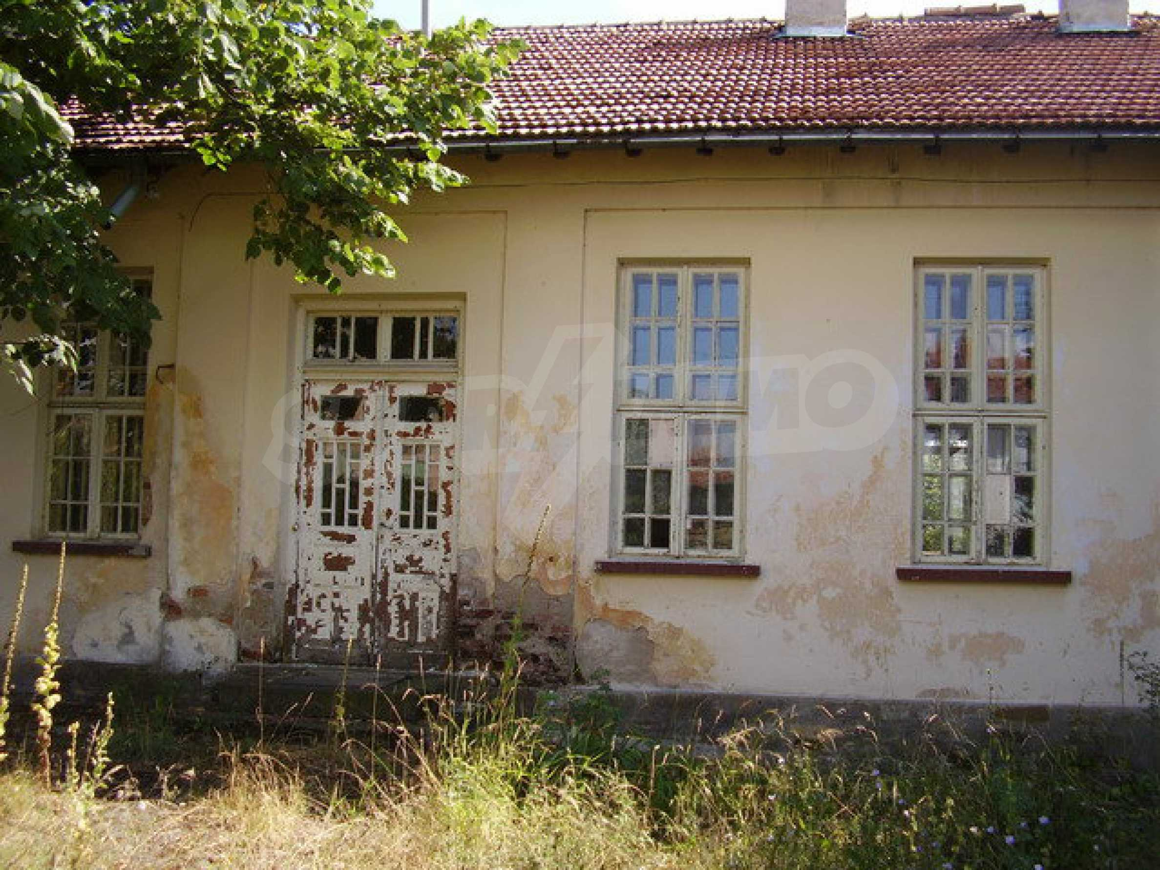 Old school in a village located between towns Dryanovo and Kilifarevo 3