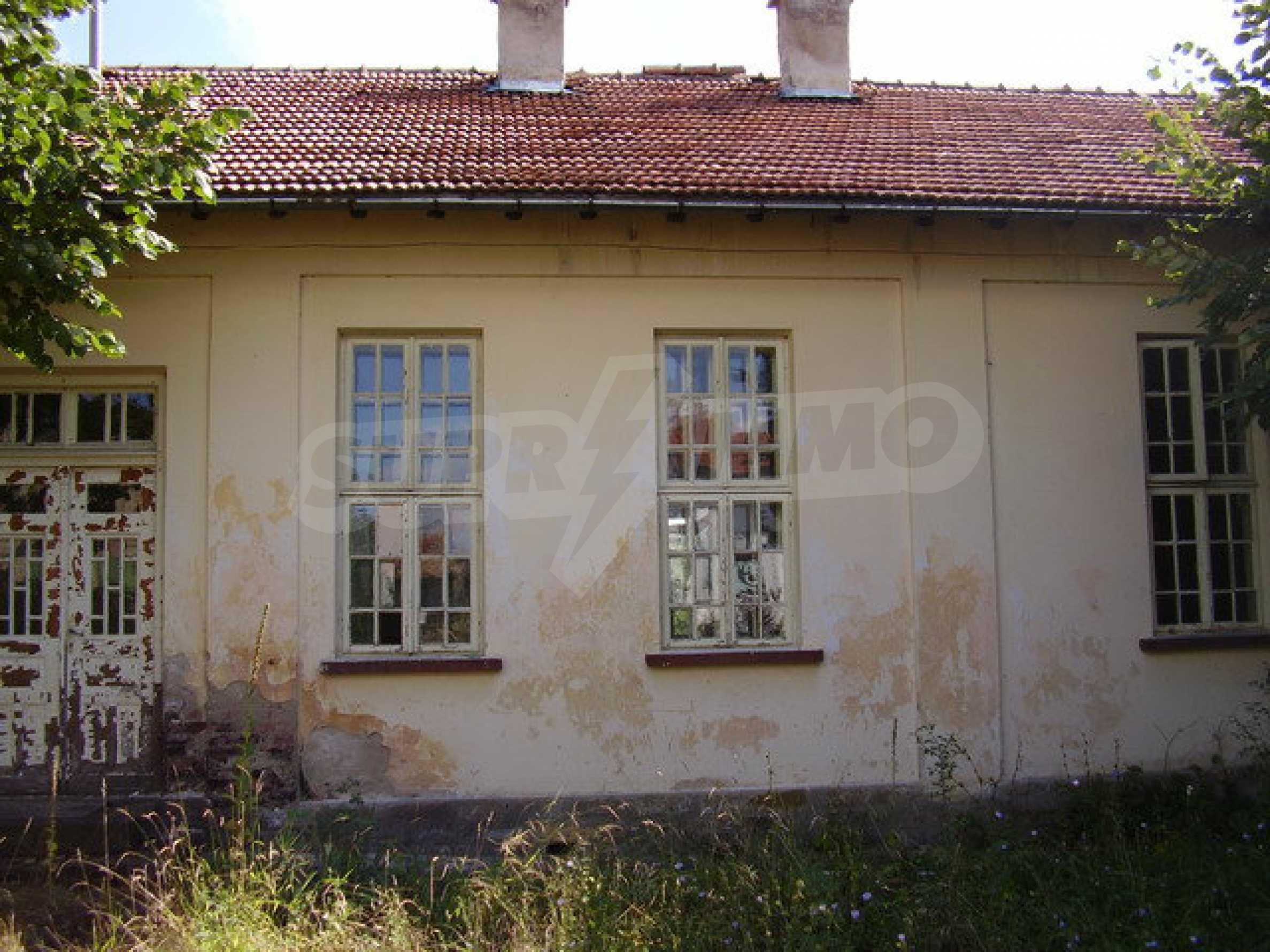 Old school in a village located between towns Dryanovo and Kilifarevo 6