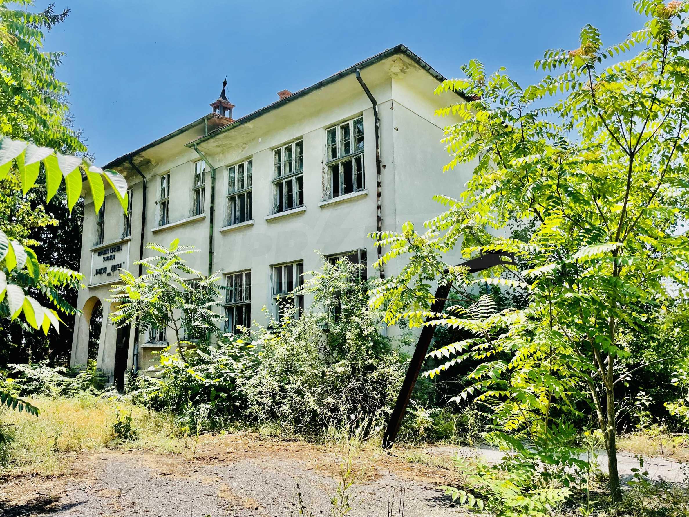 Zwei massive Gebäude auf einem großen Grundstück 35 km von der Stadt Russe und der Donau entfernt 28