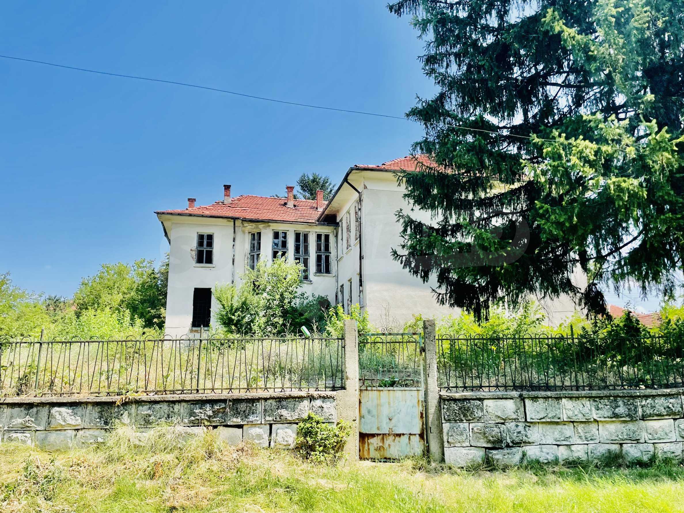 Zwei massive Gebäude auf einem großen Grundstück 35 km von der Stadt Russe und der Donau entfernt 33