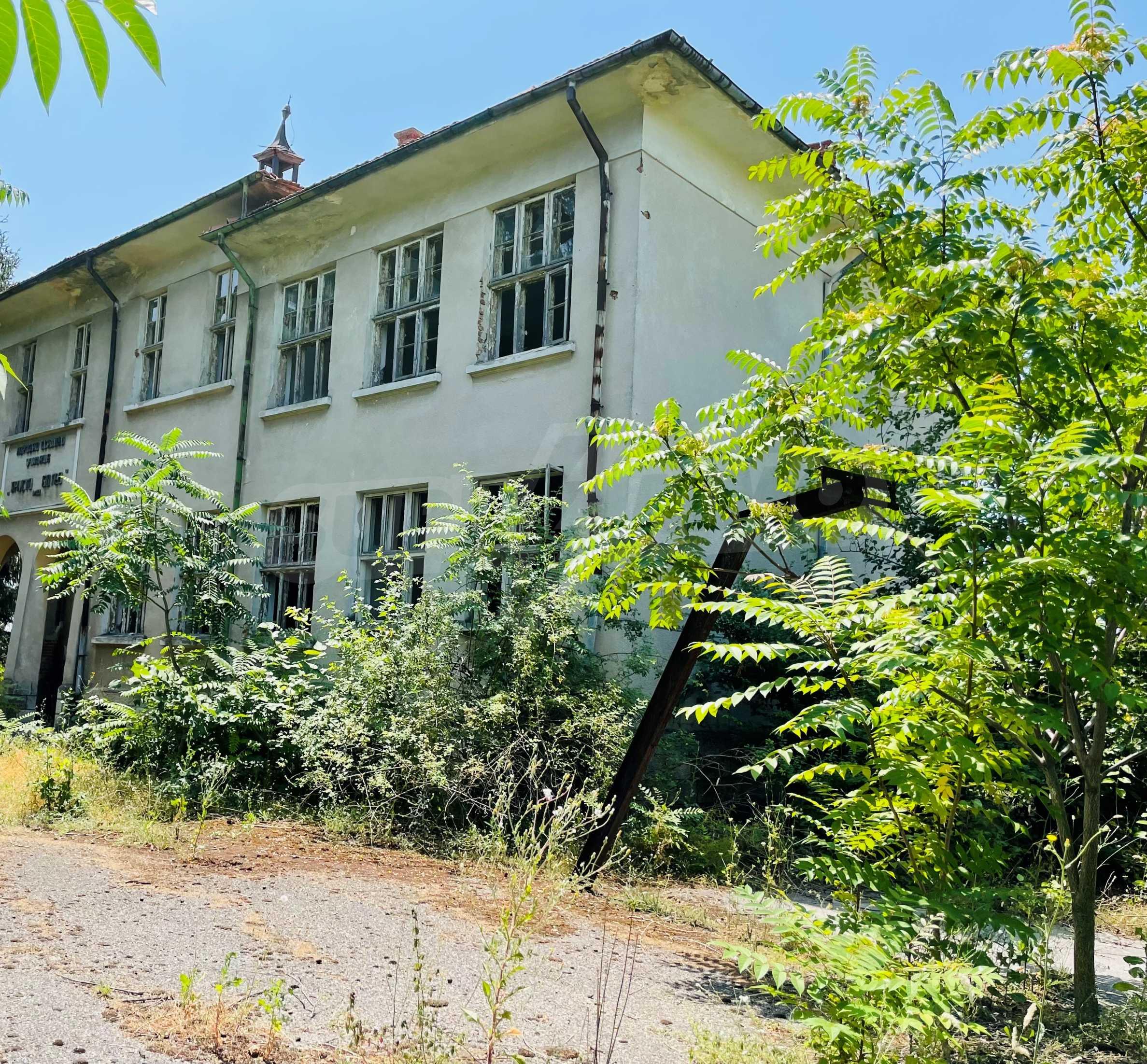 Zwei massive Gebäude auf einem großen Grundstück 35 km von der Stadt Russe und der Donau entfernt 4