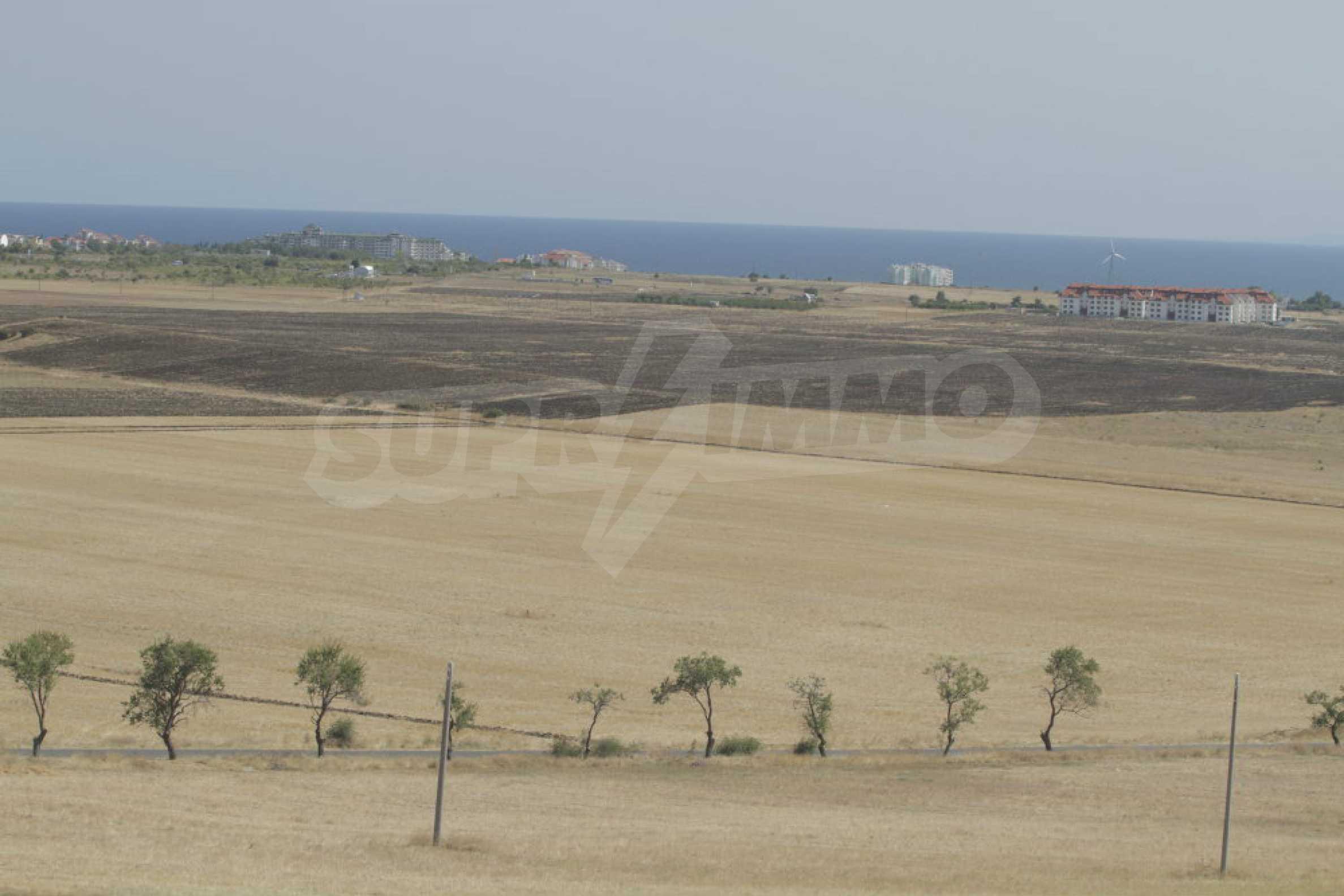 Attraktives Grundstück für Investieren in der Nähe des historischen Komplexes Aheloy 917 und Sonnenstrand, bei Tankowo und Aheloy