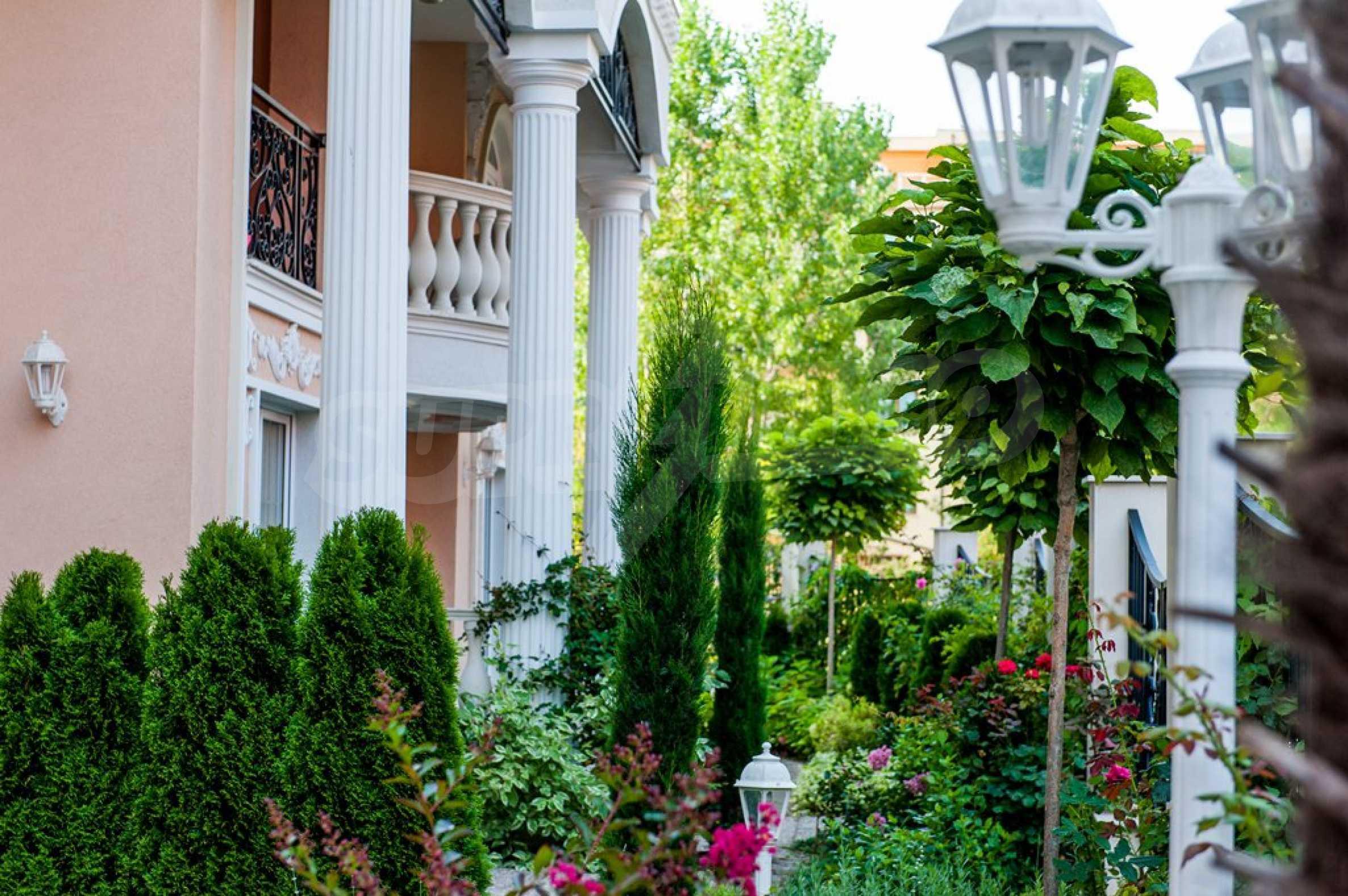 Dawn Park Königlicher Venera Palast 7
