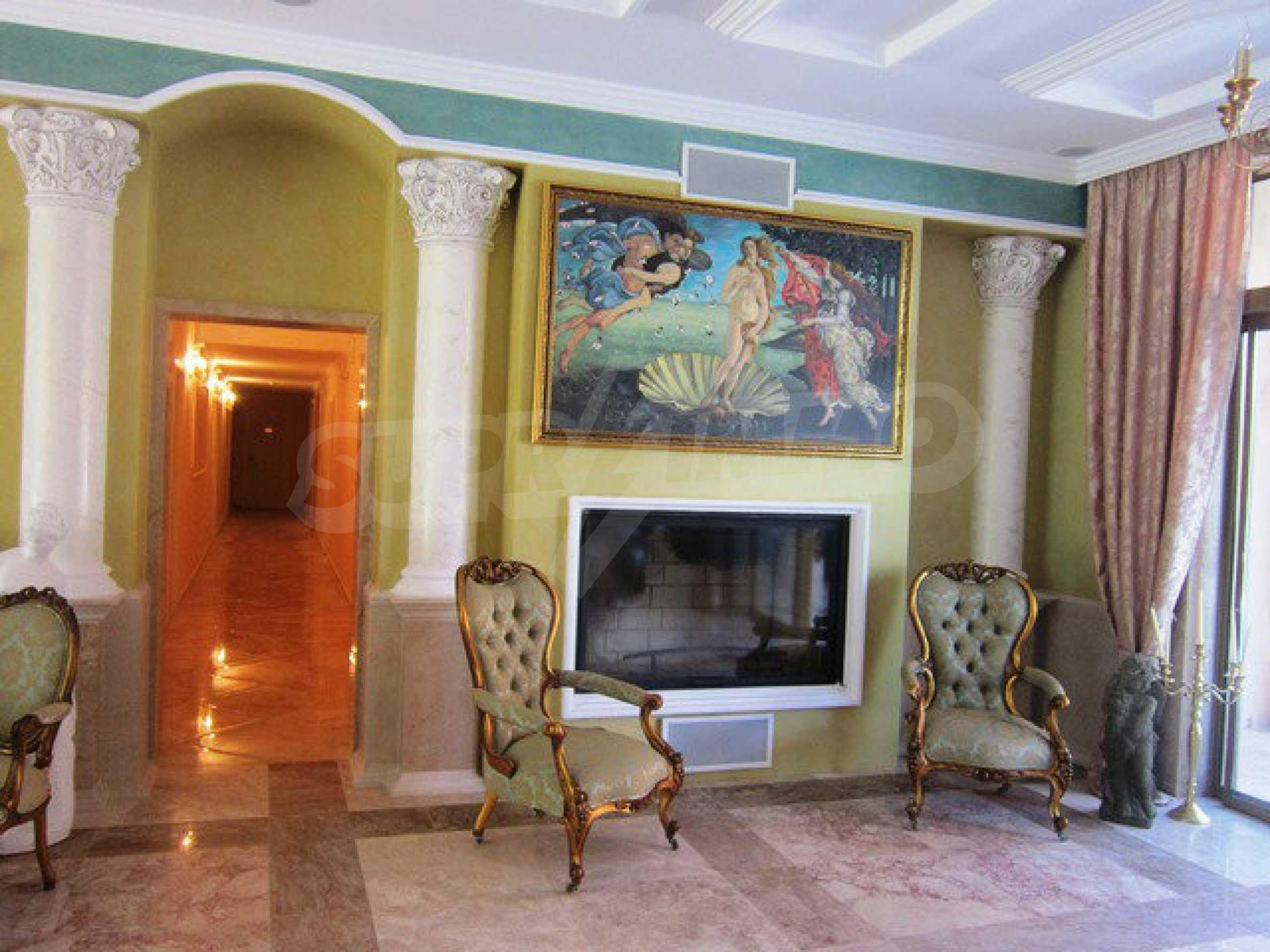 Dawn Park Royal Venera Palace 30