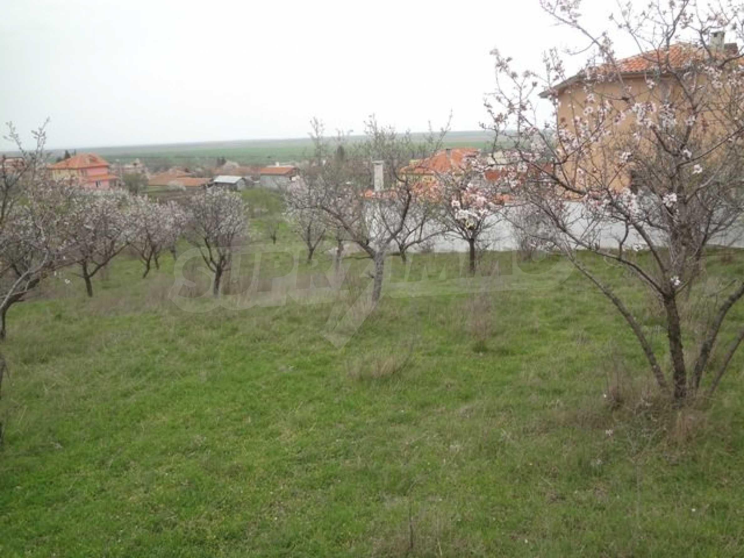 Hof im Dorf Laka mit Meerblick