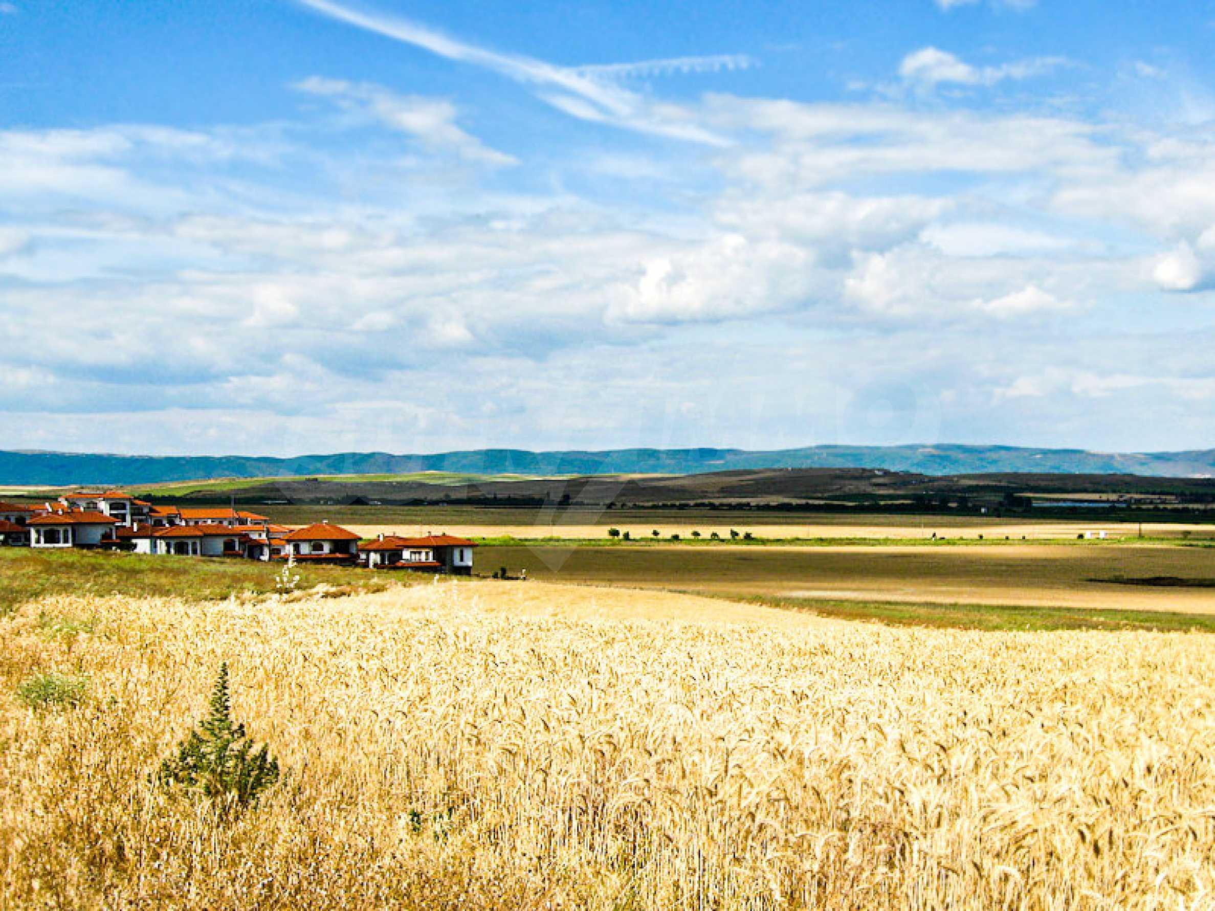 Reguliertes Grundstück 3 km vom Schwarzen Meer entfernt 2