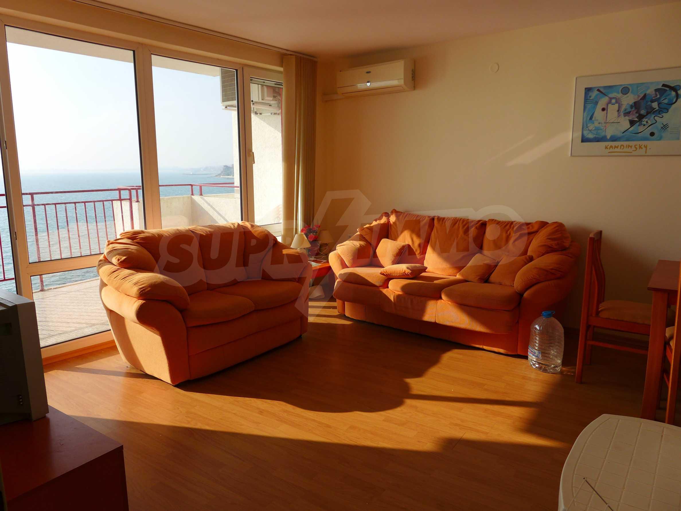 Ausgezeichnete Wohnung in erster Linie mit Meerblick