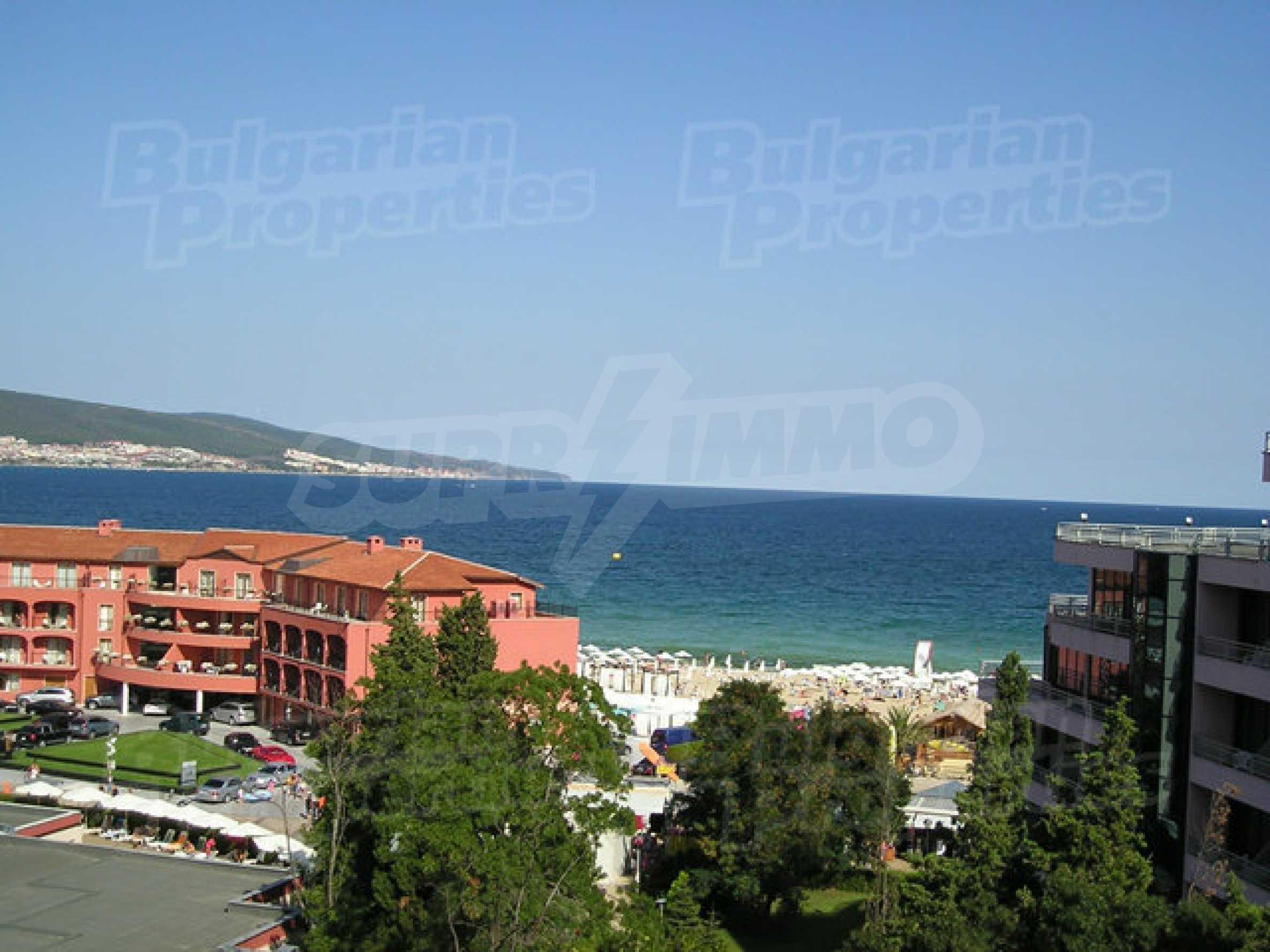 Royal Beach Barcelo 21