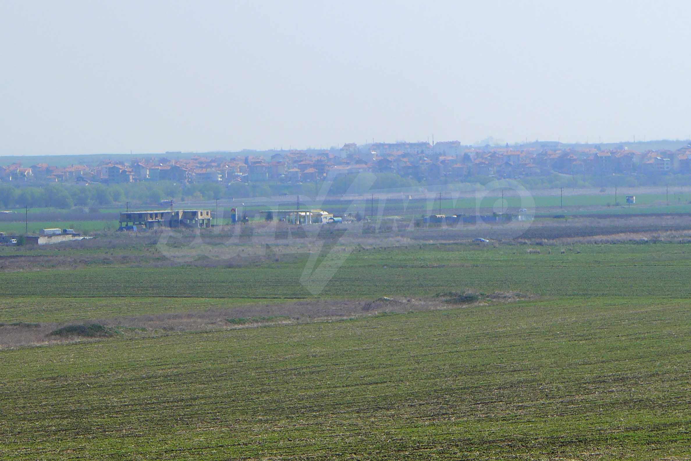 Ein geräumiges Grundstück, 8 km vom Sonnenstrand entfernt 3