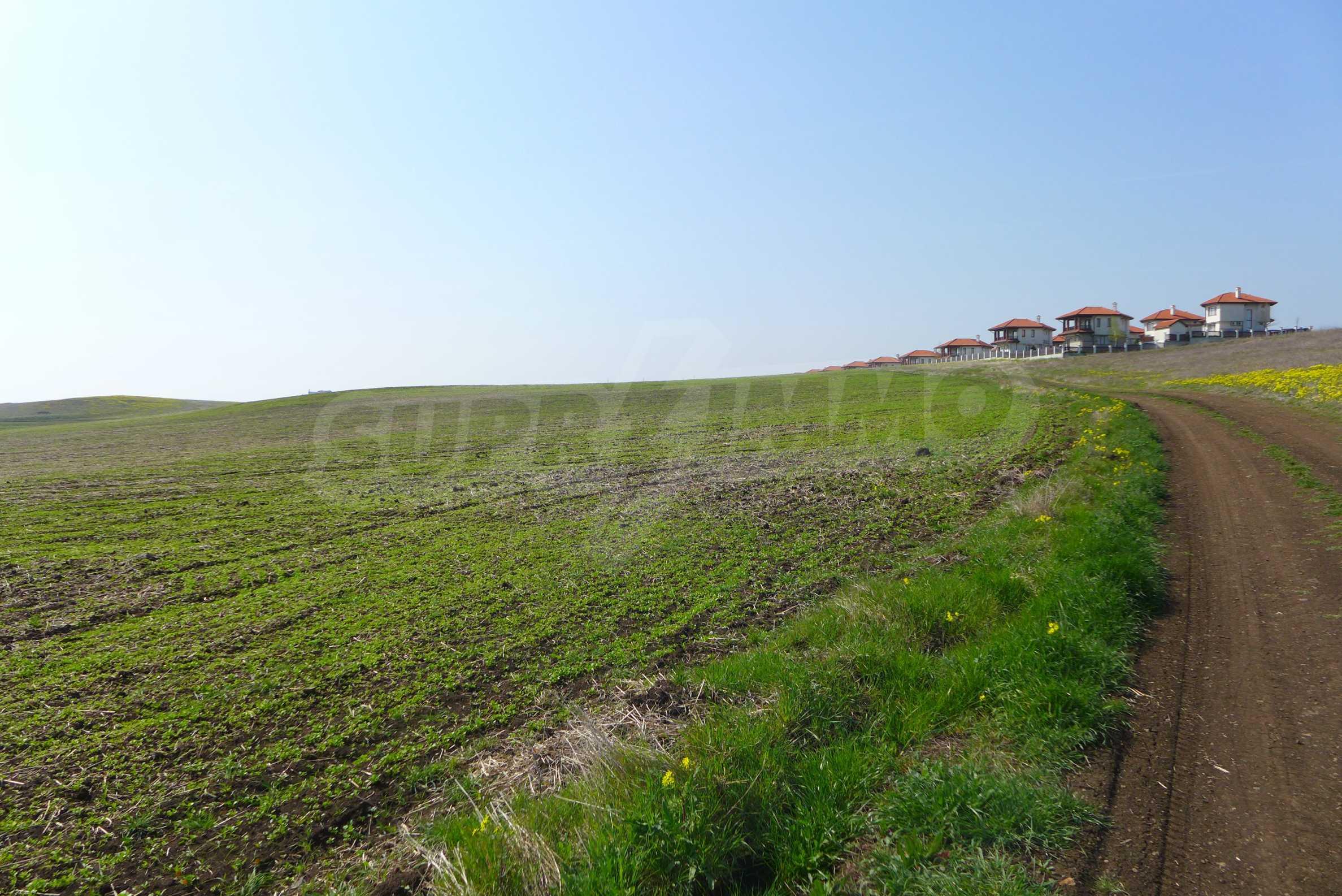 Ein geräumiges Grundstück, 8 km vom Sonnenstrand entfernt 4
