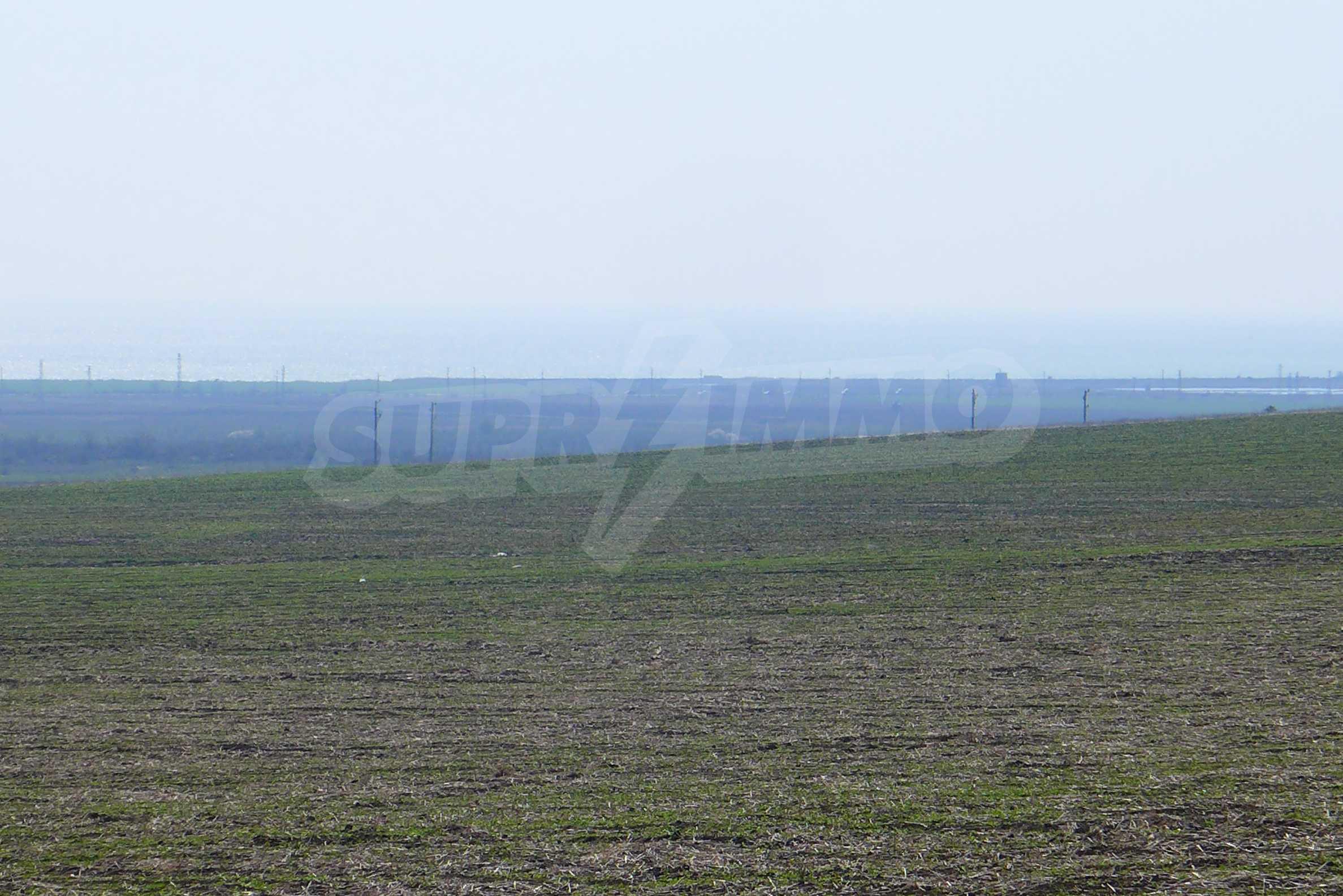 Ein geräumiges Grundstück, 8 km vom Sonnenstrand entfernt 7