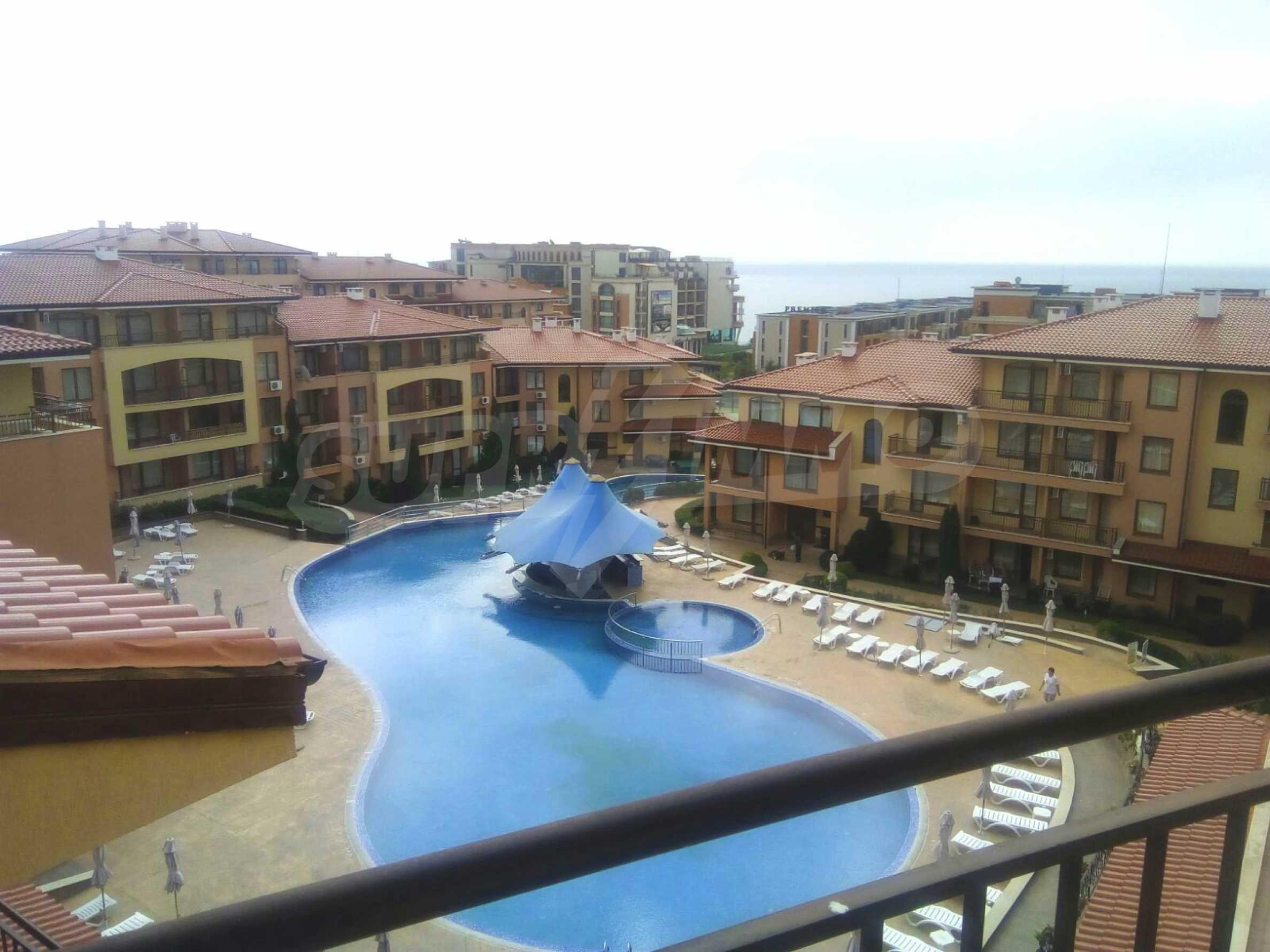 Стилен четиристаен апартамент само на сто метра от плажа, Свети Влас