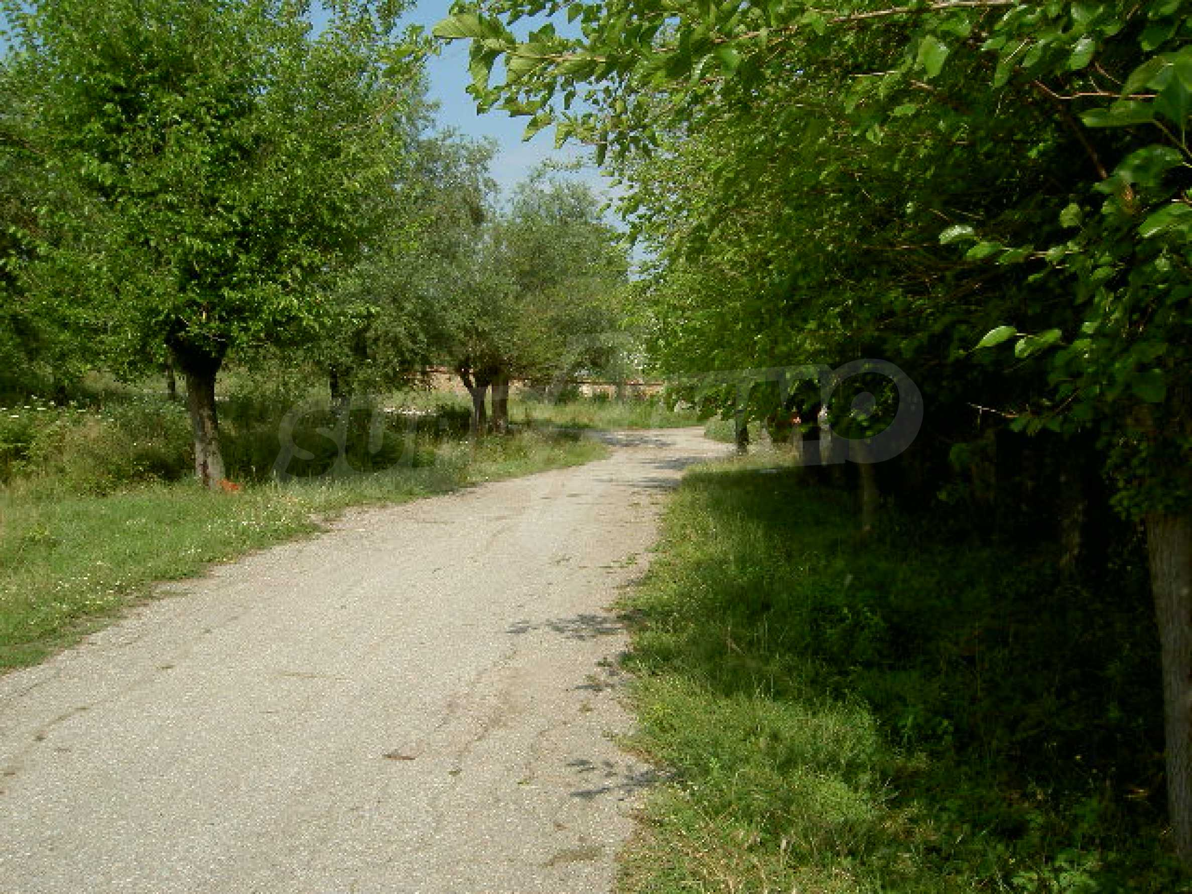 Земельный участок рядом с г. Велико Тырново 7