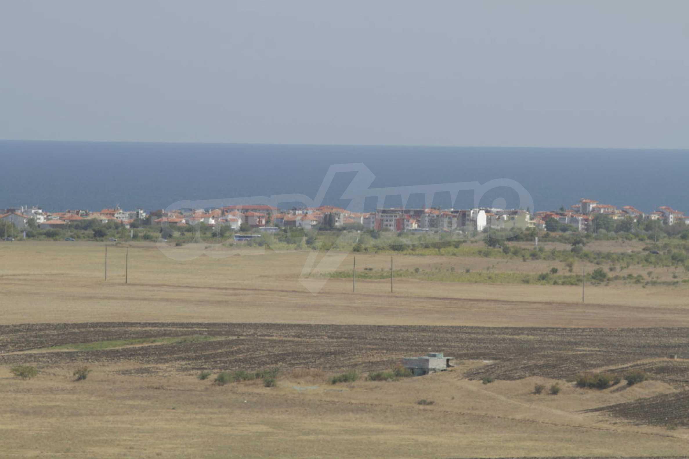 Парцел за инвестиция до исторически комплекс Ахелой 917, на няколко км от Слънчев бряг, до Тънково и Ахелой 23