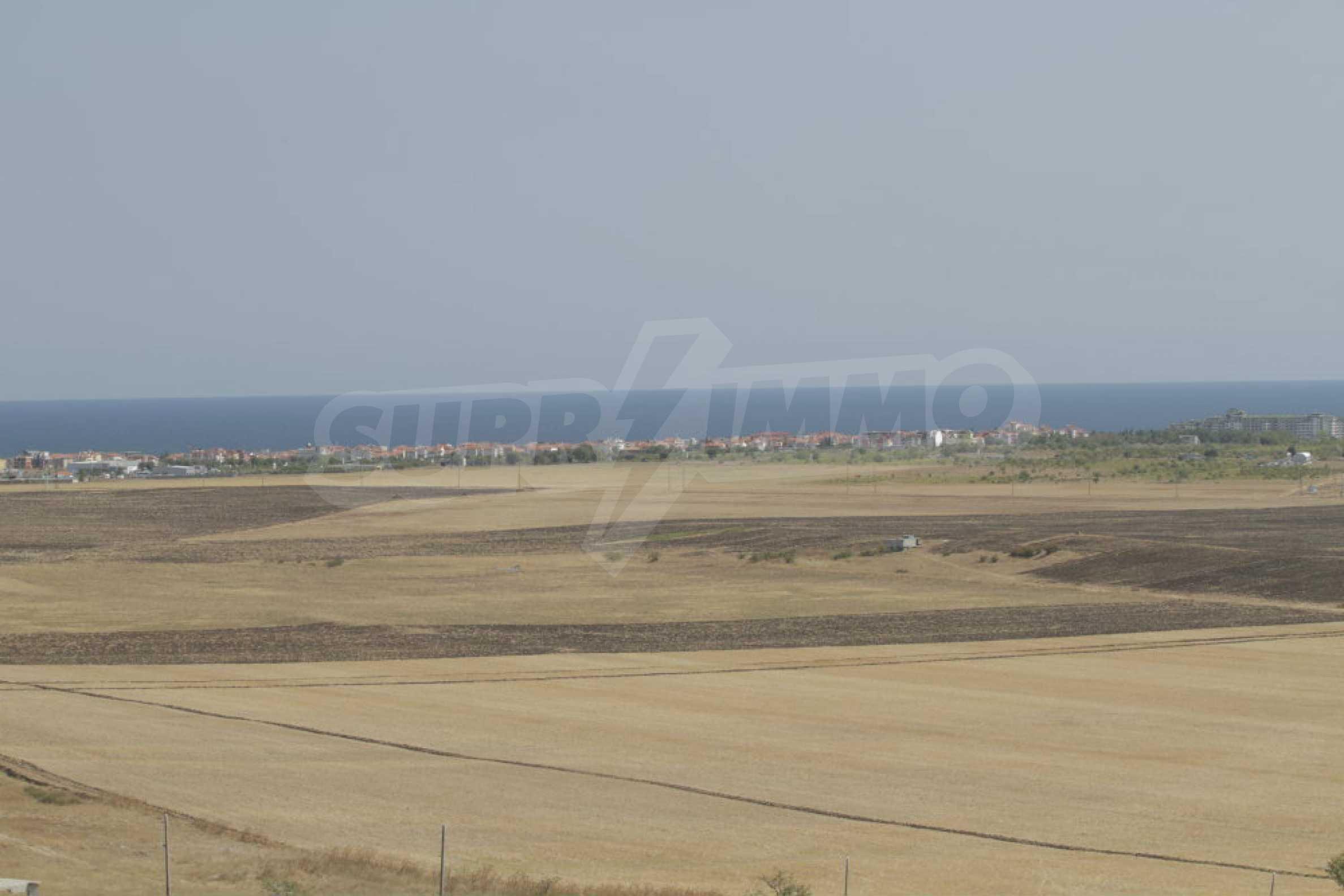 Парцел за инвестиция до исторически комплекс Ахелой 917, на няколко км от Слънчев бряг, до Тънково и Ахелой 25