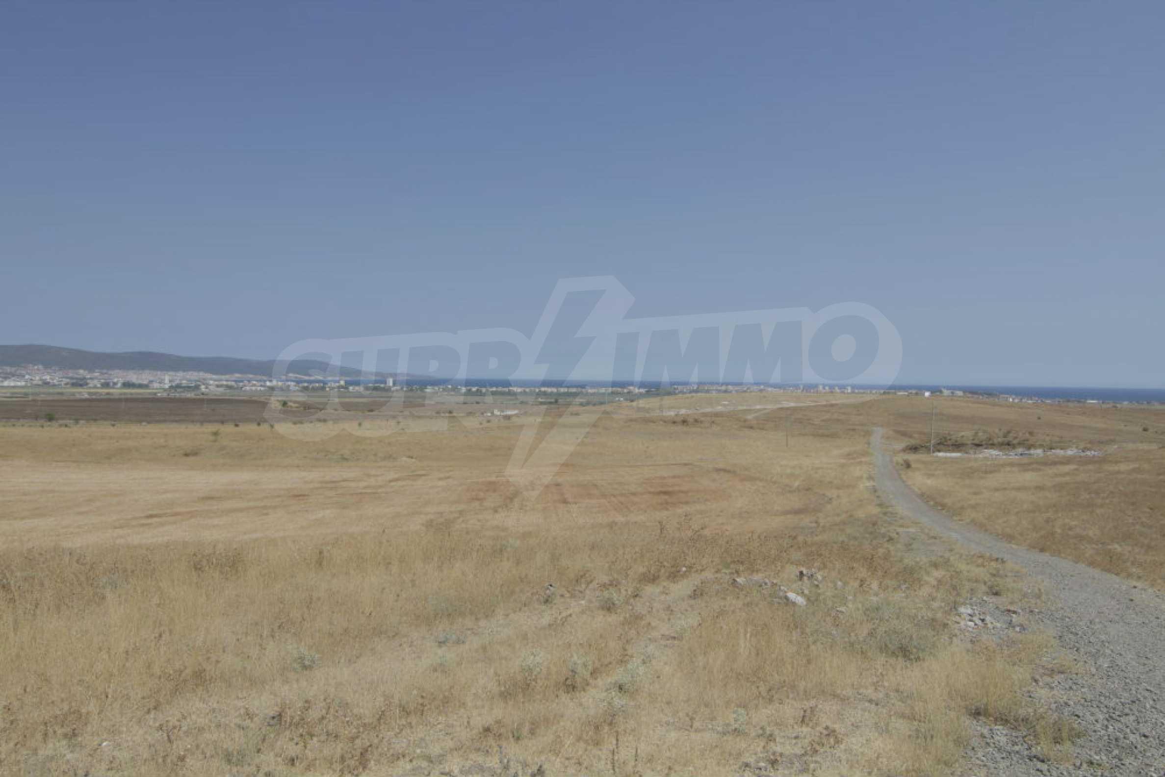 Парцел за инвестиция до исторически комплекс Ахелой 917, на няколко км от Слънчев бряг, до Тънково и Ахелой 31