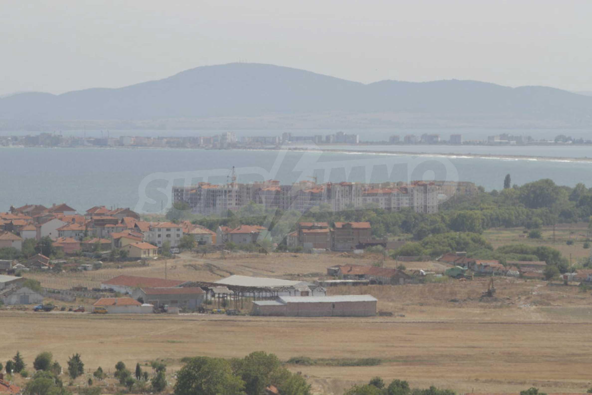 Парцел за инвестиция до исторически комплекс Ахелой 917, на няколко км от Слънчев бряг, до Тънково и Ахелой 32