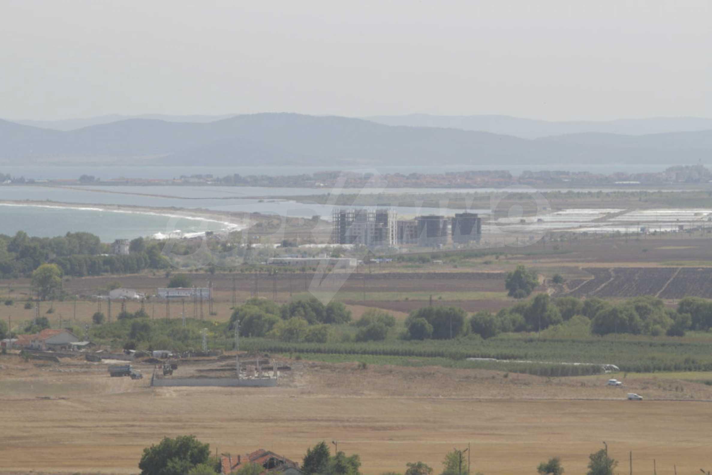 Парцел за инвестиция до исторически комплекс Ахелой 917, на няколко км от Слънчев бряг, до Тънково и Ахелой 33