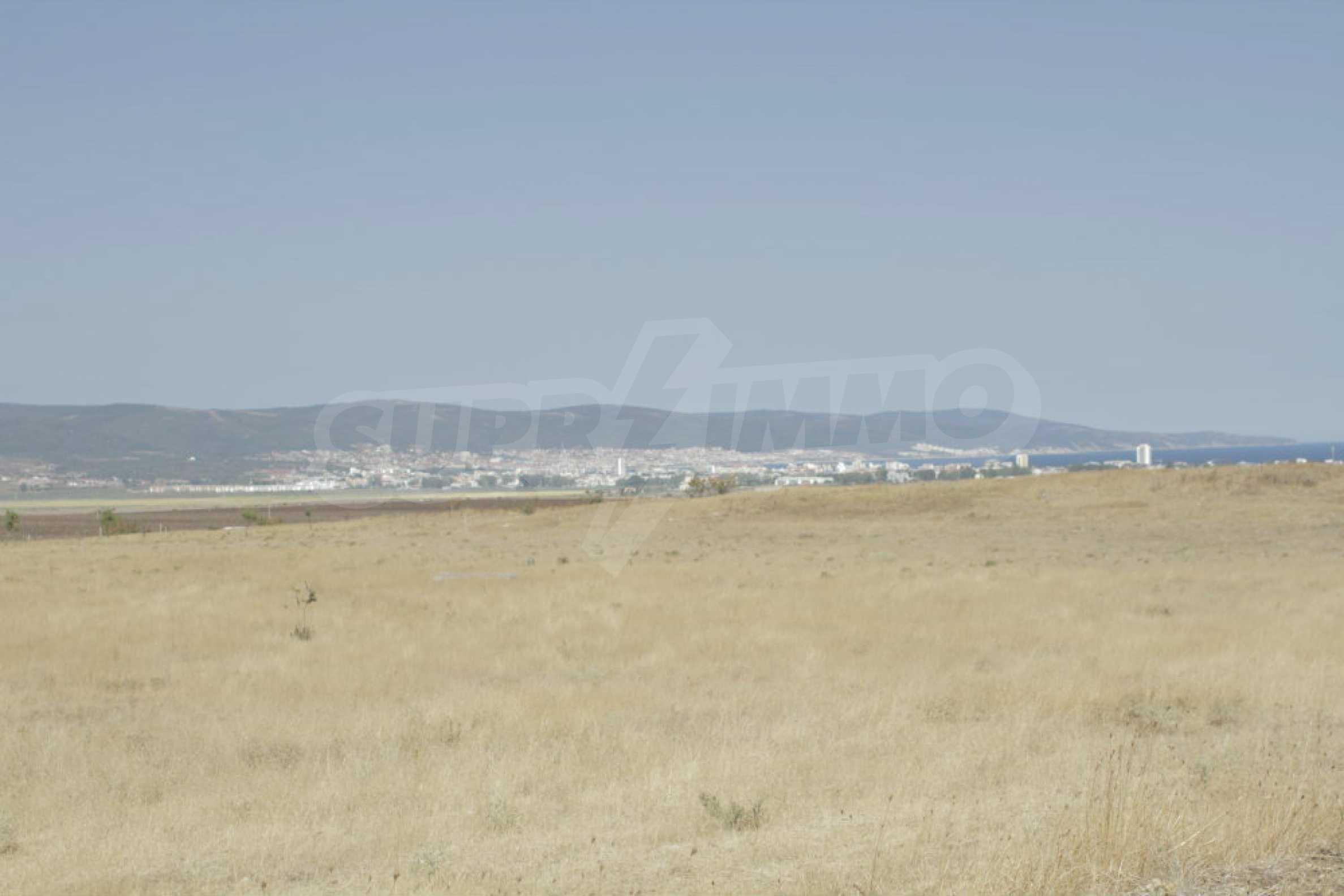 Парцел за инвестиция до исторически комплекс Ахелой 917, на няколко км от Слънчев бряг, до Тънково и Ахелой 37