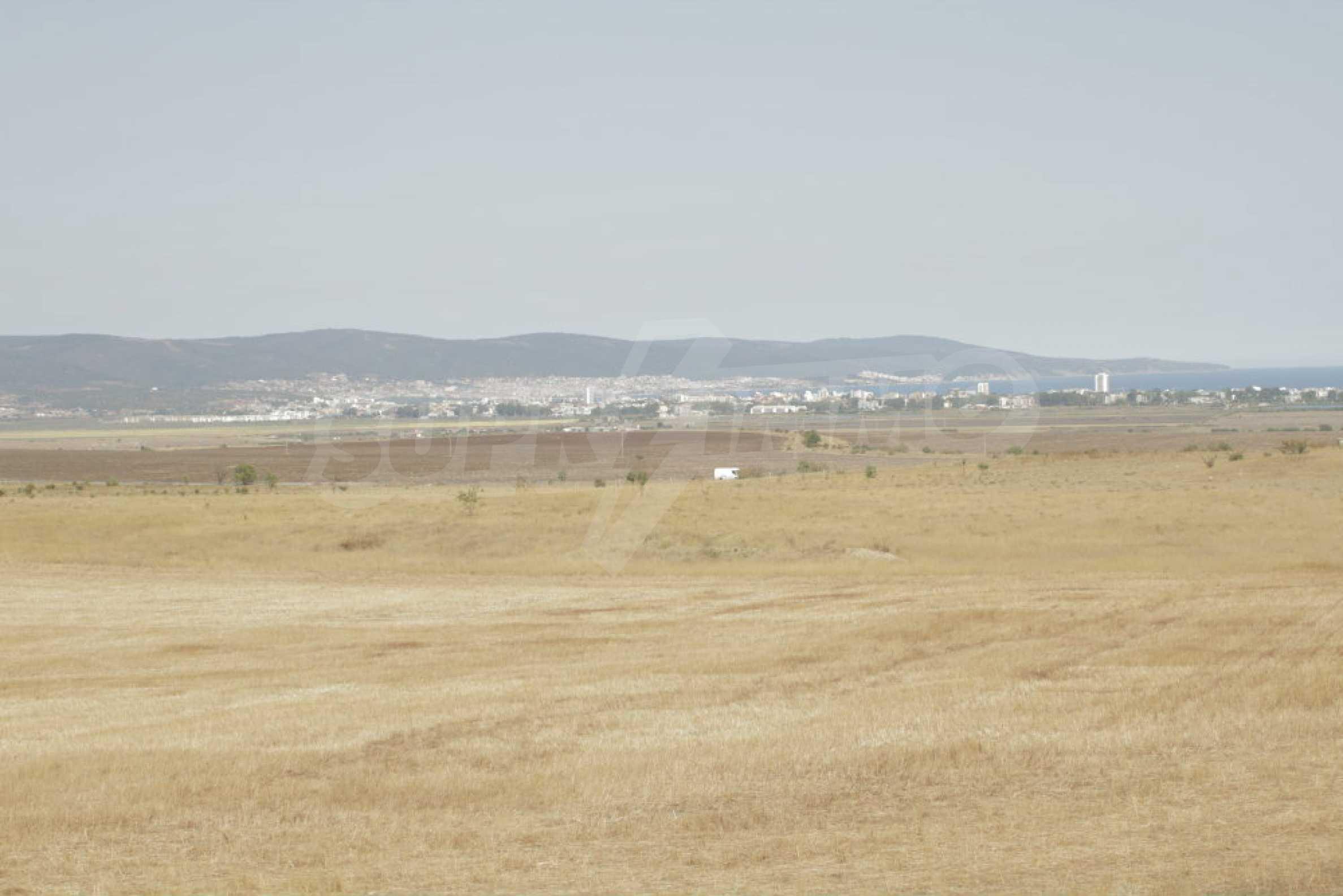 Парцел за инвестиция до исторически комплекс Ахелой 917, на няколко км от Слънчев бряг, до Тънково и Ахелой 38