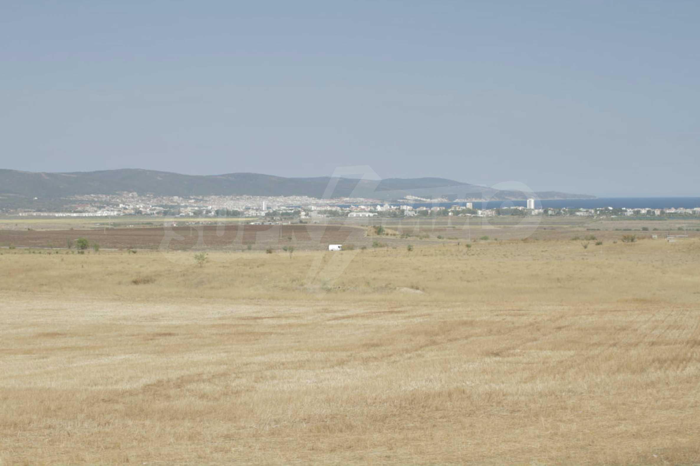 Парцел за инвестиция до исторически комплекс Ахелой 917, на няколко км от Слънчев бряг, до Тънково и Ахелой 39