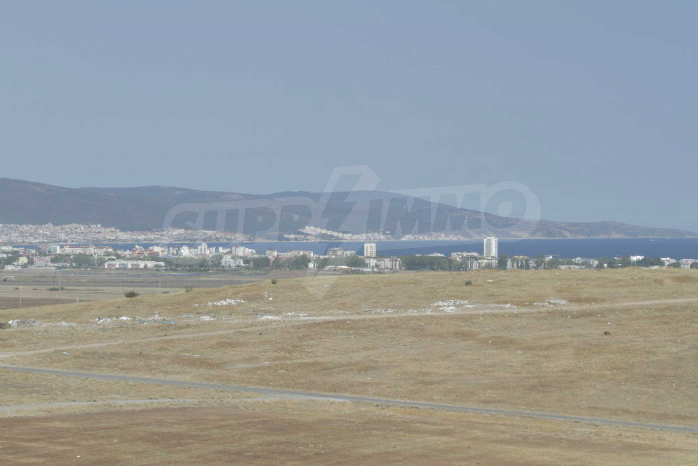 Парцел за инвестиция до исторически комплекс Ахелой 917, на няколко км от Слънчев бряг, до Тънково и Ахелой 40