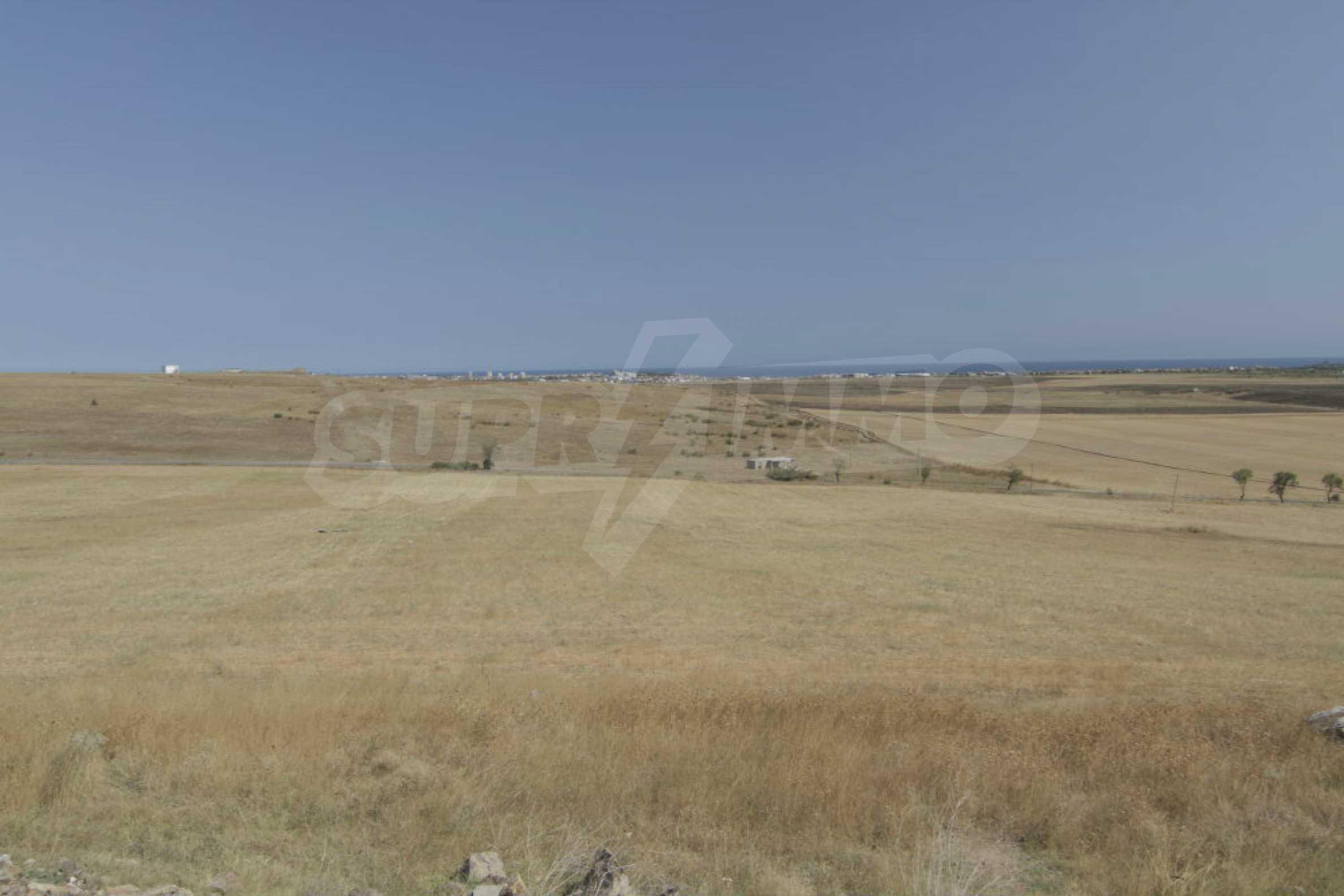 Парцел за инвестиция до исторически комплекс Ахелой 917, на няколко км от Слънчев бряг, до Тънково и Ахелой 6
