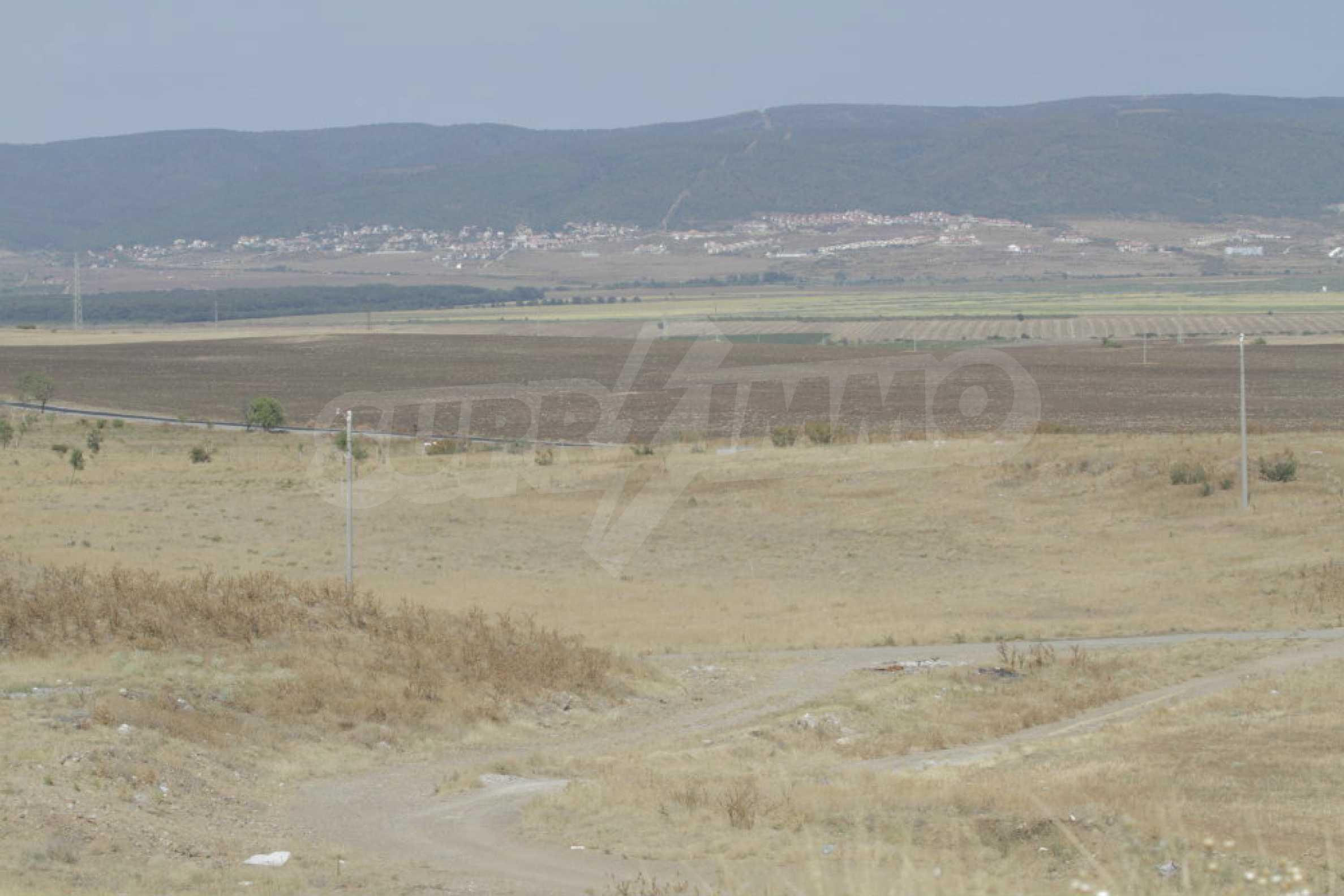Парцел за инвестиция до исторически комплекс Ахелой 917, на няколко км от Слънчев бряг, до Тънково и Ахелой 43