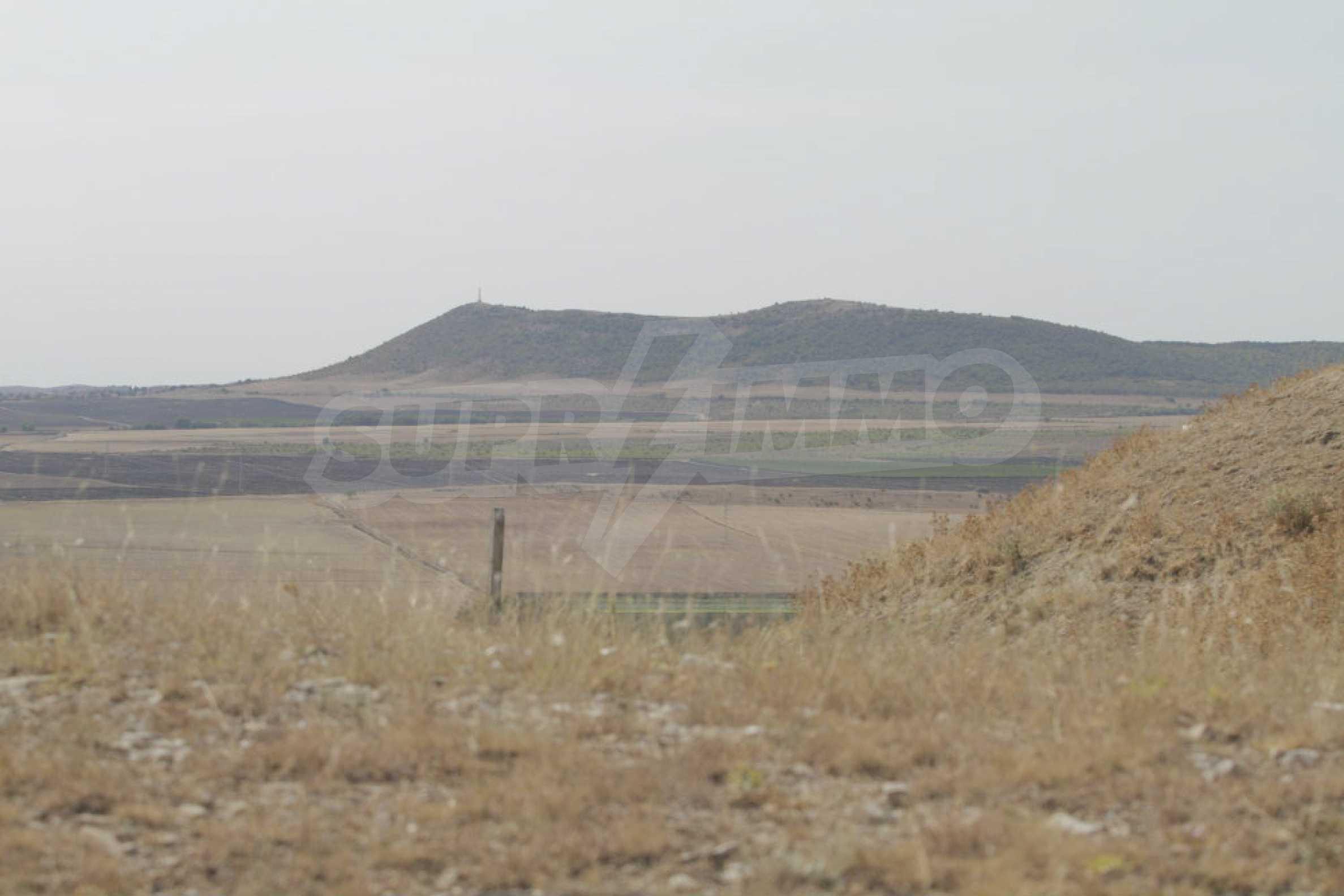 Парцел за инвестиция до исторически комплекс Ахелой 917, на няколко км от Слънчев бряг, до Тънково и Ахелой 45