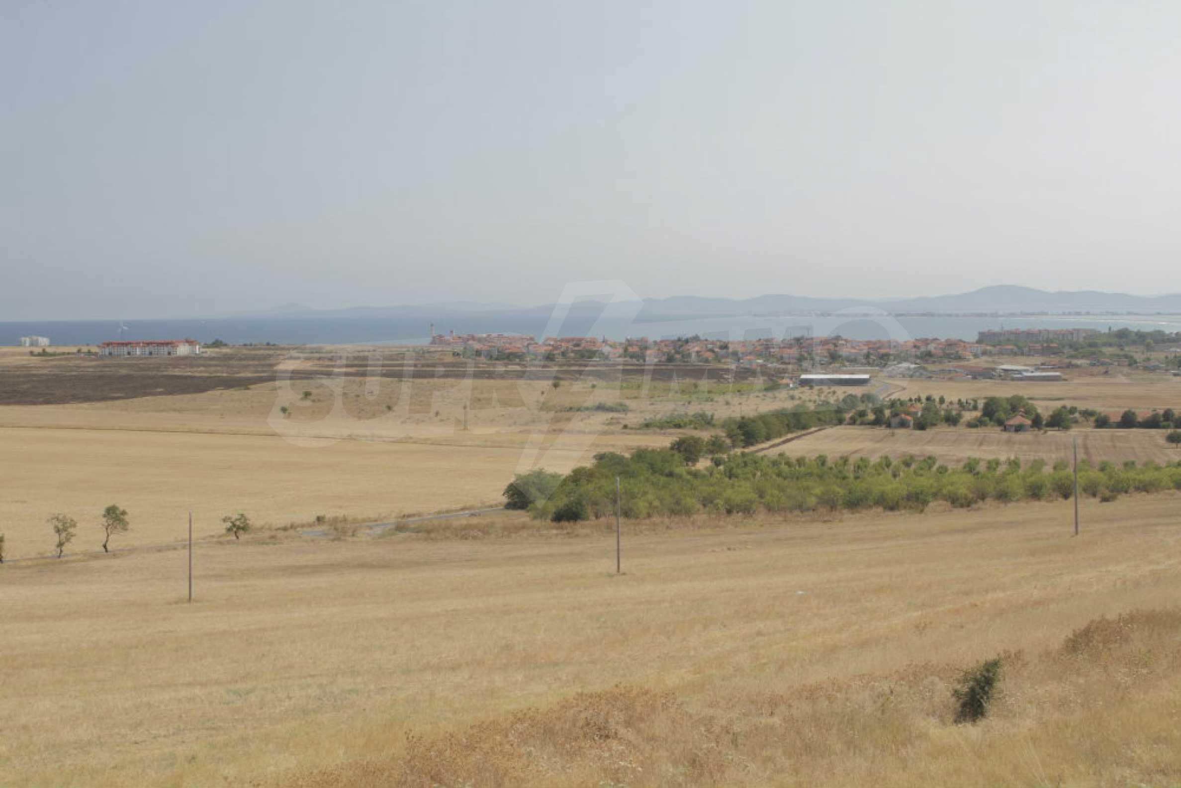 Парцел за инвестиция до исторически комплекс Ахелой 917, на няколко км от Слънчев бряг, до Тънково и Ахелой 7