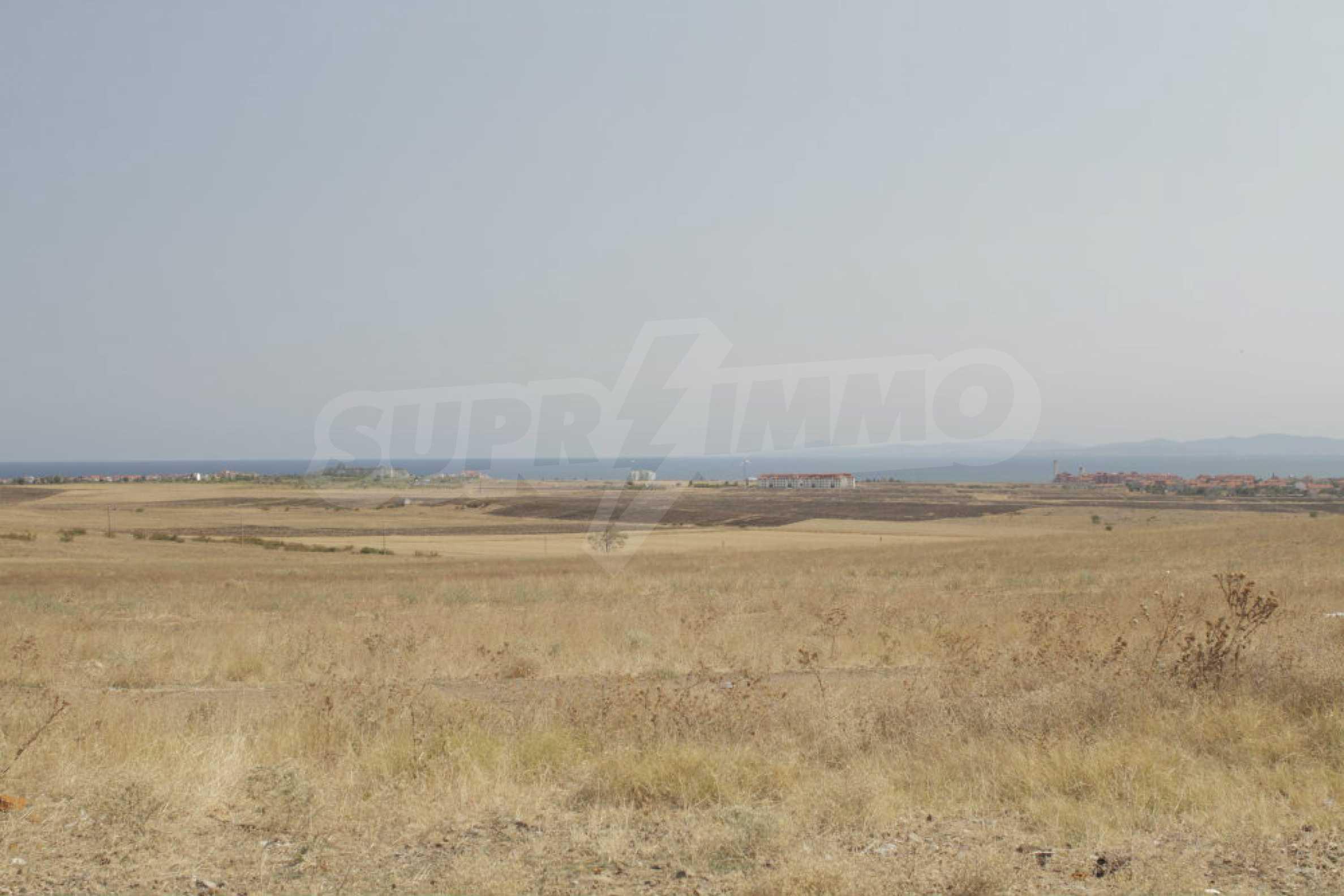 Парцел за инвестиция до исторически комплекс Ахелой 917, на няколко км от Слънчев бряг, до Тънково и Ахелой 8