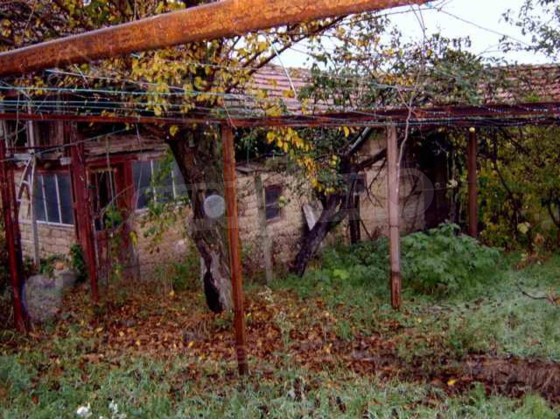Zweistöckiges Haus in einem Dorf 10 km. von einem großen Damm 10