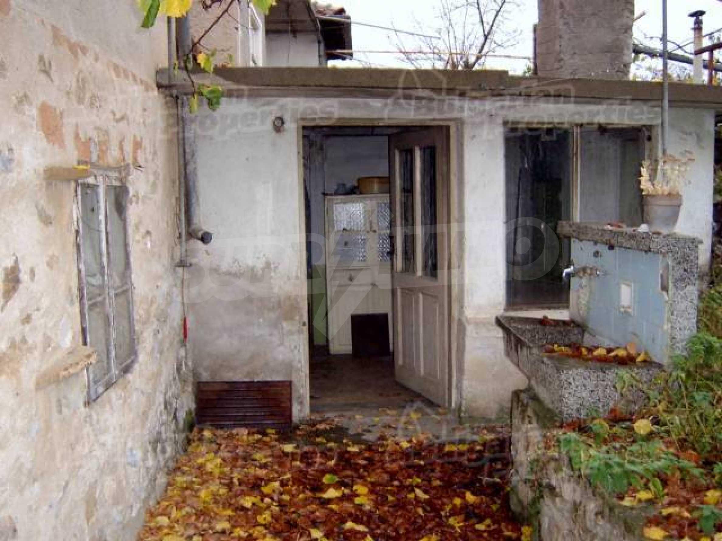 Zweistöckiges Haus in einem Dorf 10 km. von einem großen Damm 2