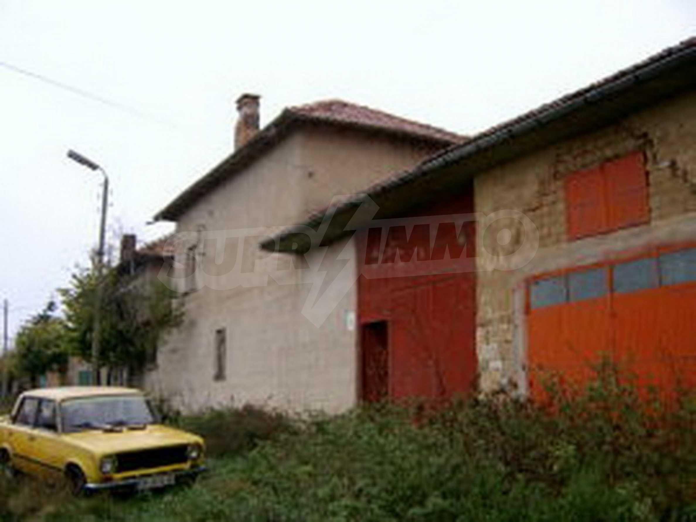 Zweistöckiges Haus in einem Dorf 10 km. von einem großen Damm 3