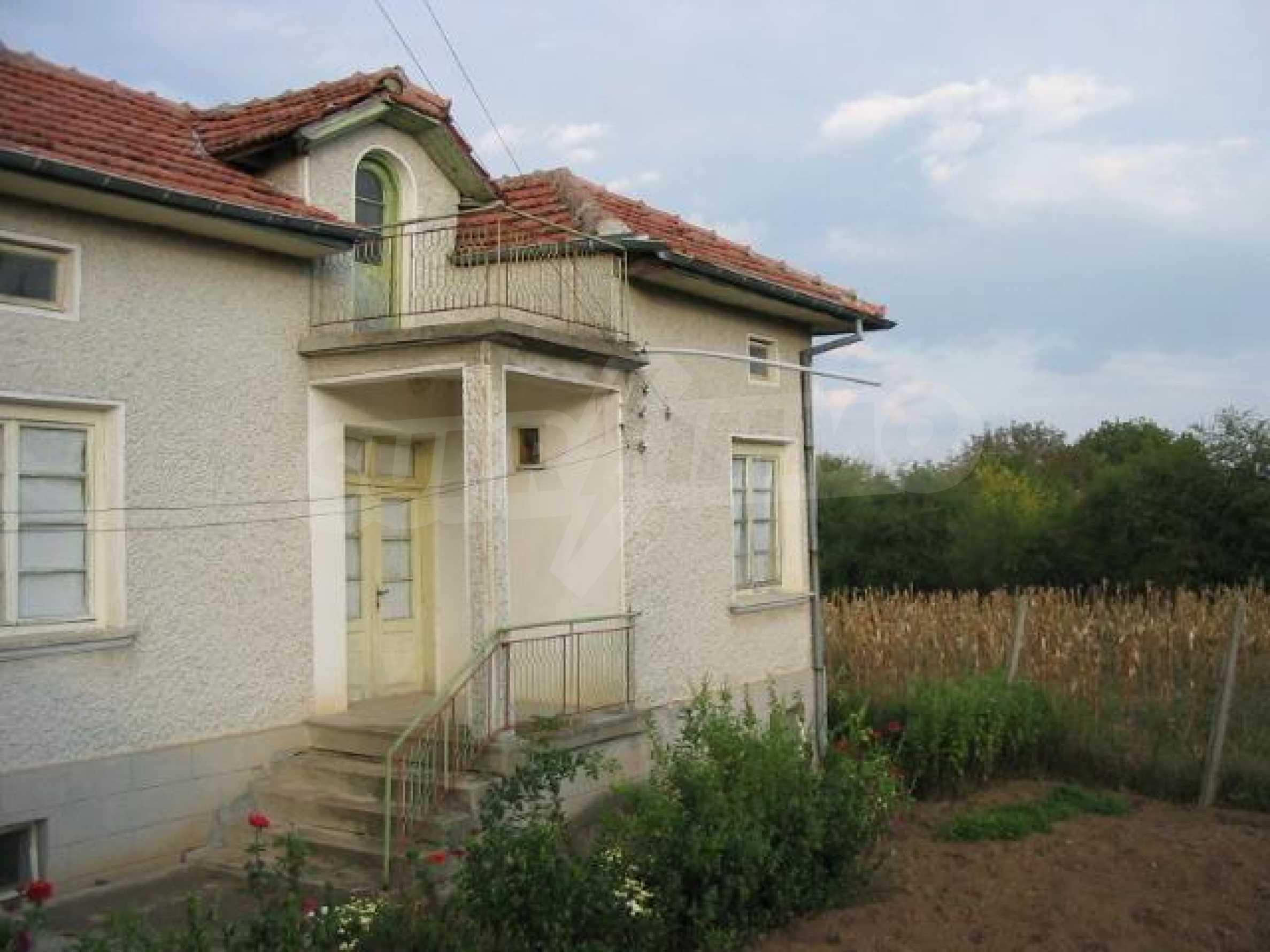 Селски имот с голям двор, на 30 км от Велико Търново