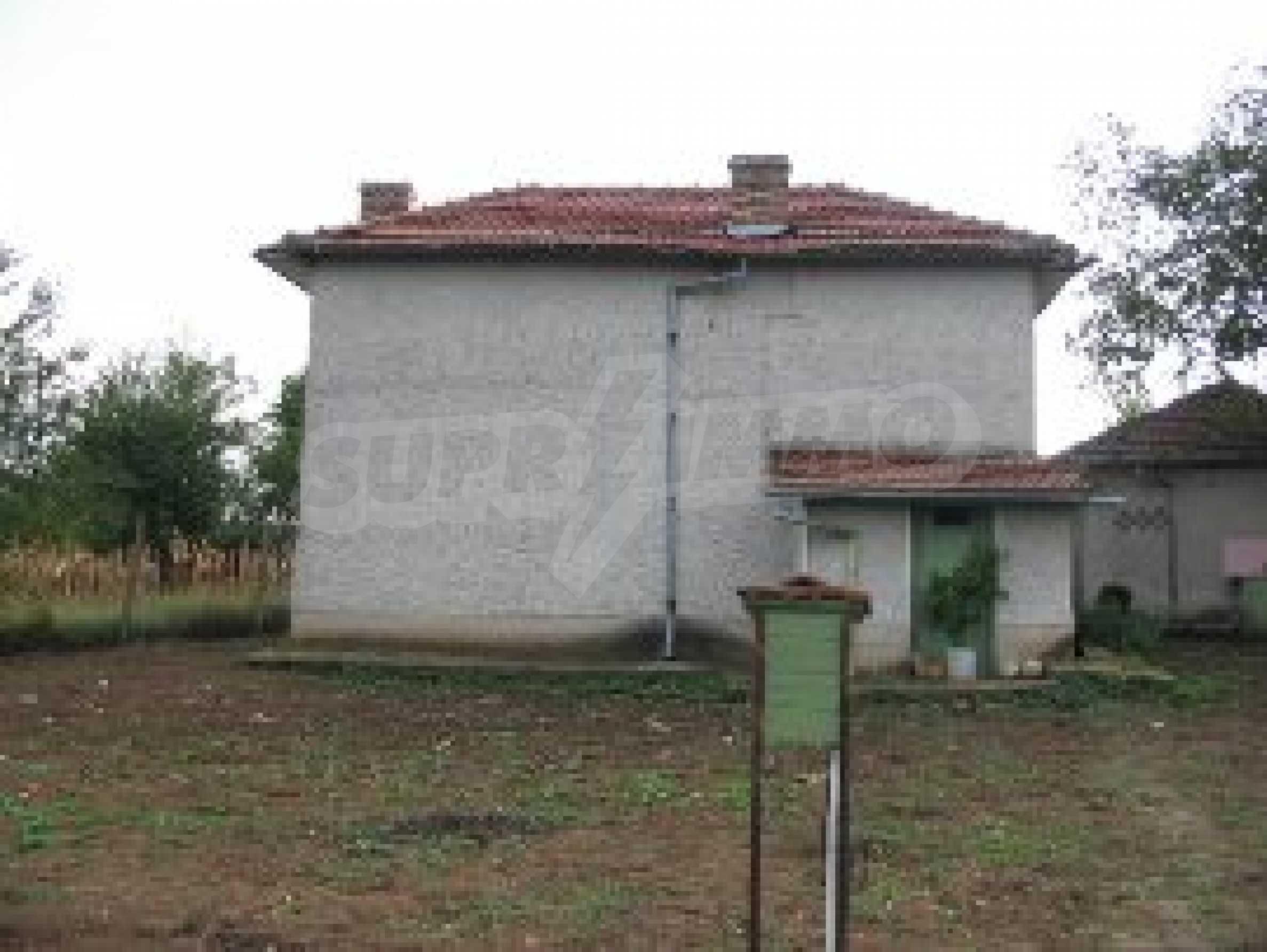 Селски имот с голям двор, на 30 км от Велико Търново 1
