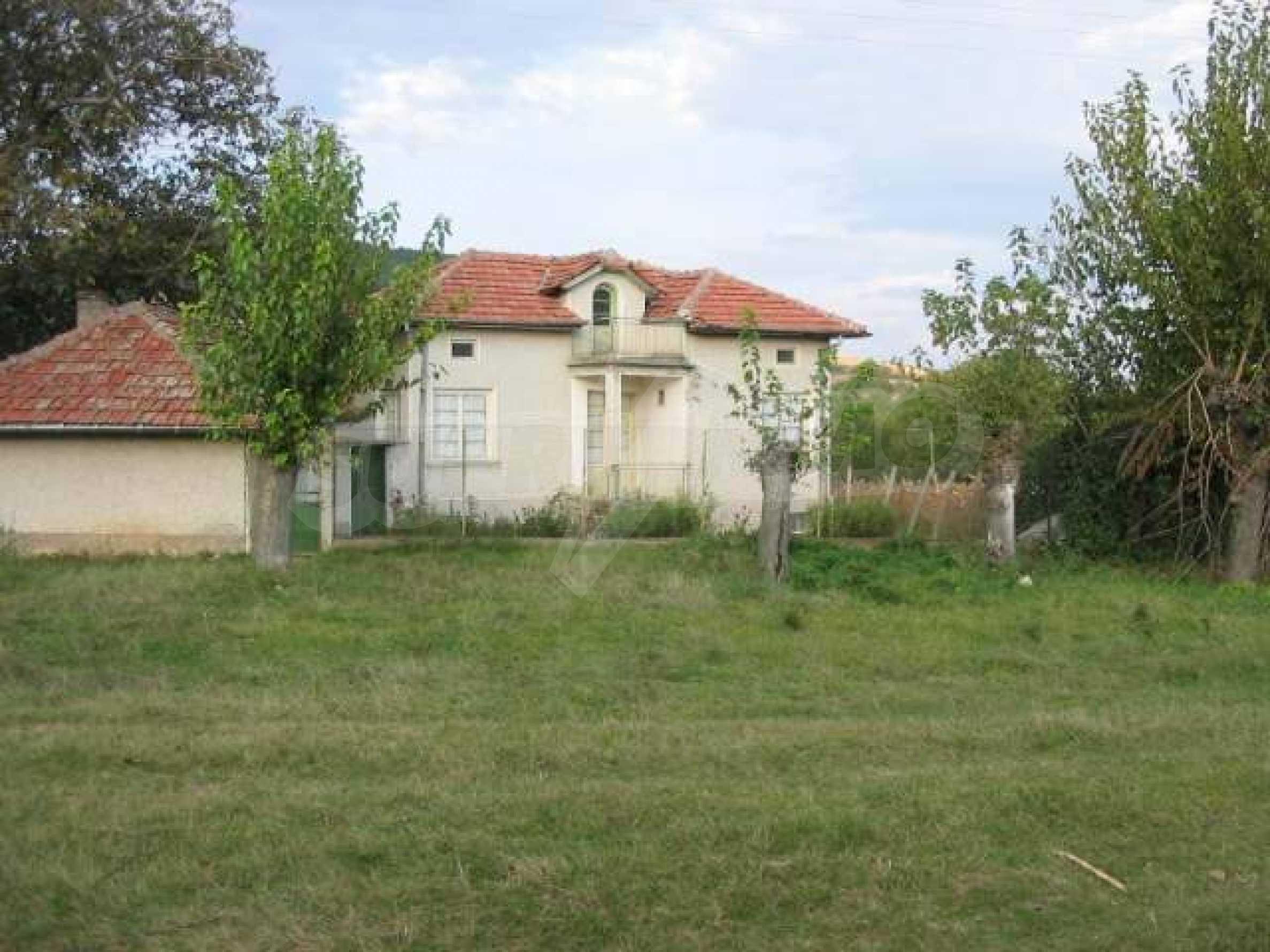 Селски имот с голям двор, на 30 км от Велико Търново 2