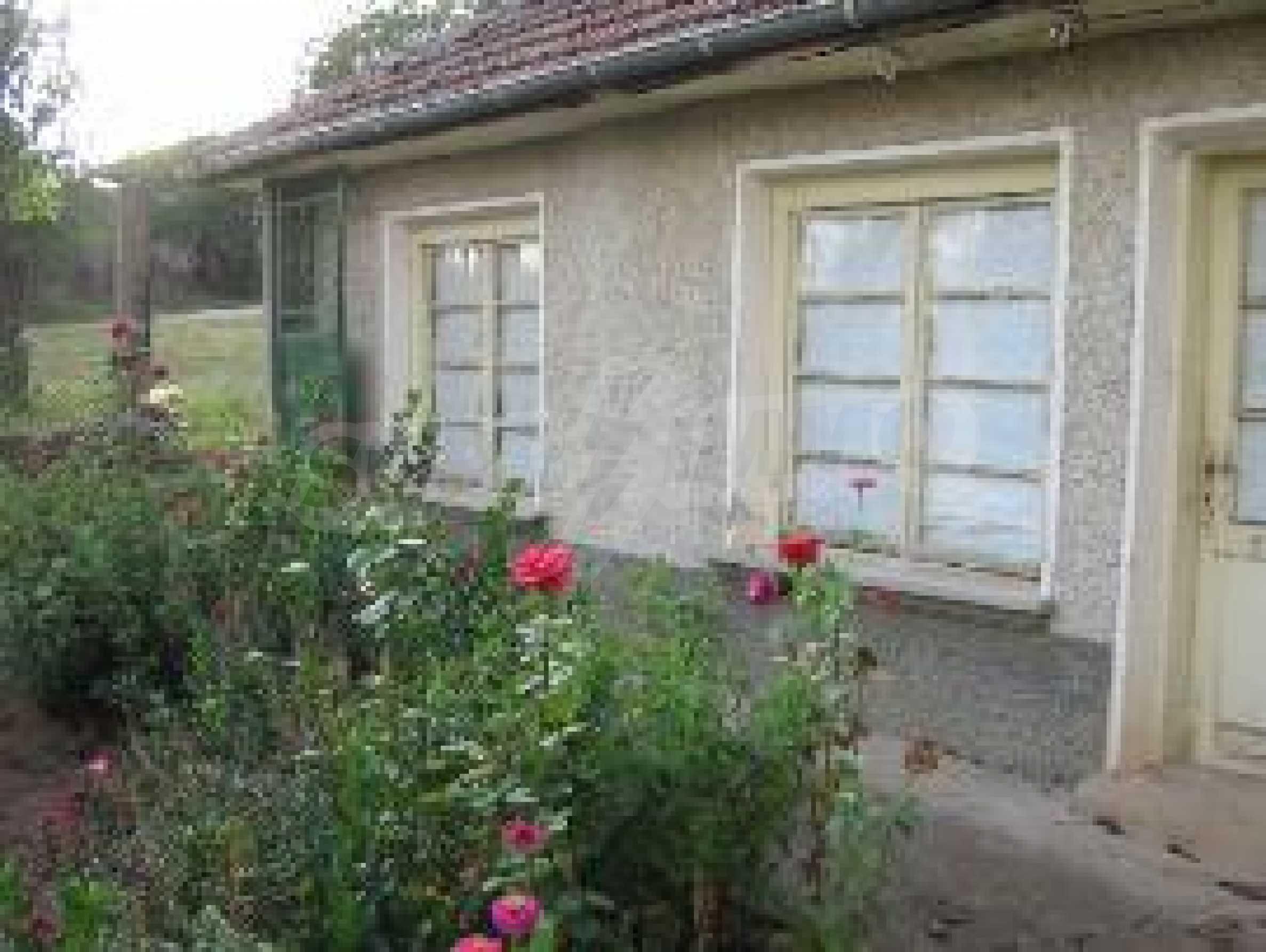 Селски имот с голям двор, на 30 км от Велико Търново 4