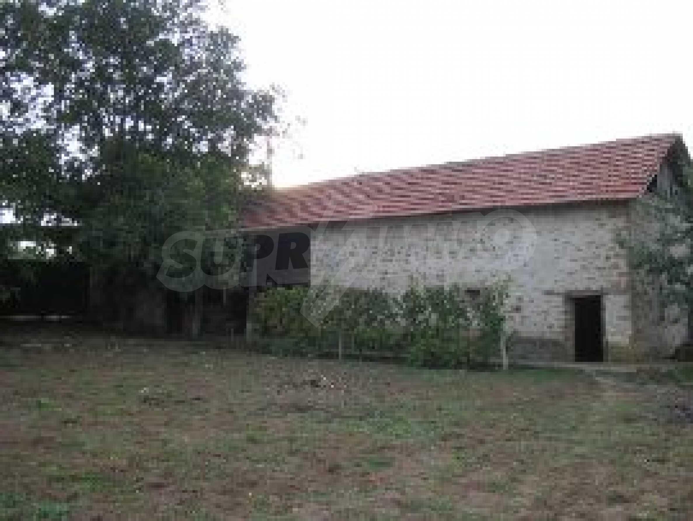 Селски имот с голям двор, на 30 км от Велико Търново 5